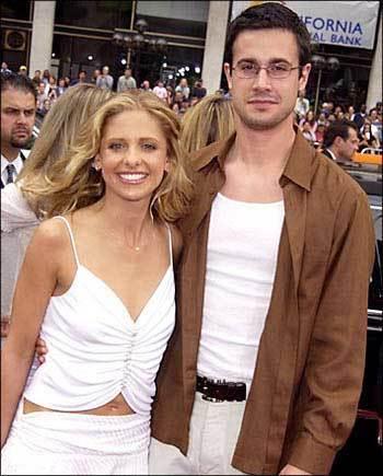 8002370B82DF36D6 Sarah Michelle Gellar and Freddie Prinze Jr.