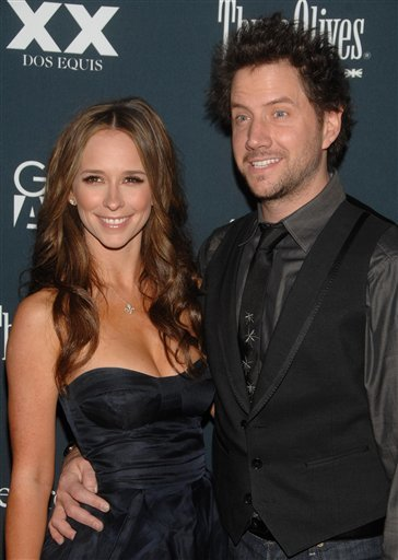 090407034199 Jennifer Love Hewitt and Jamie Kennedy