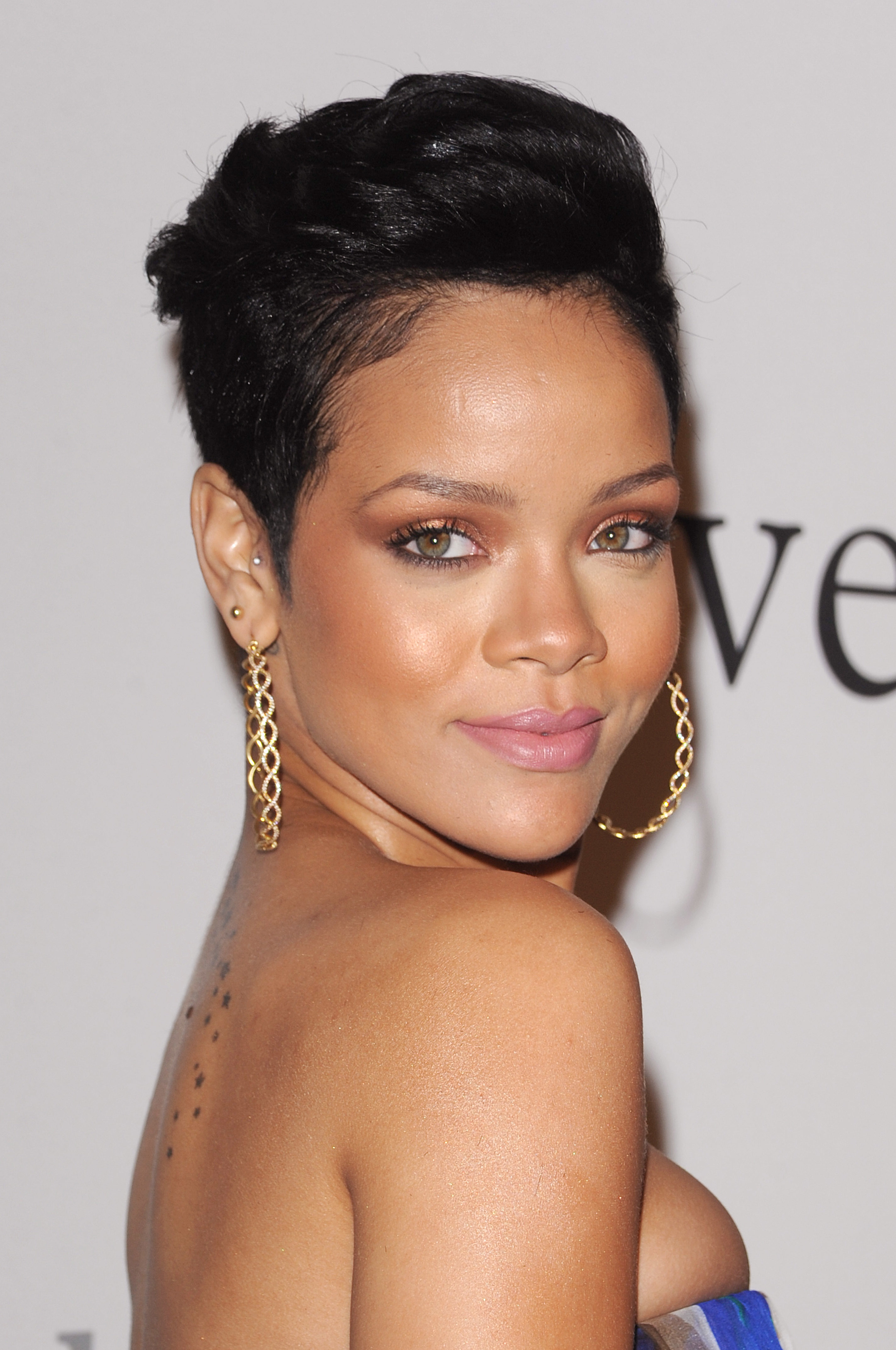 Rihanna_sd1213947