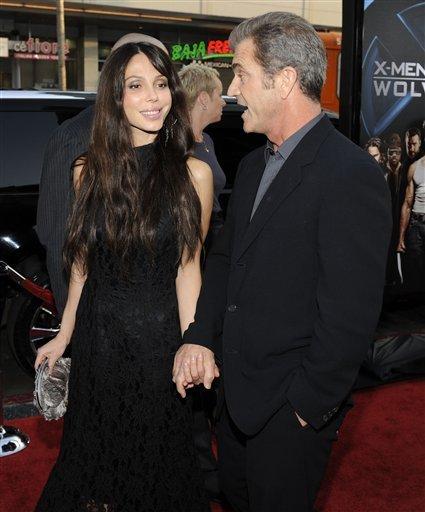 AP090428034582.jpg  Mel Gibson and Oksana Grigorieva