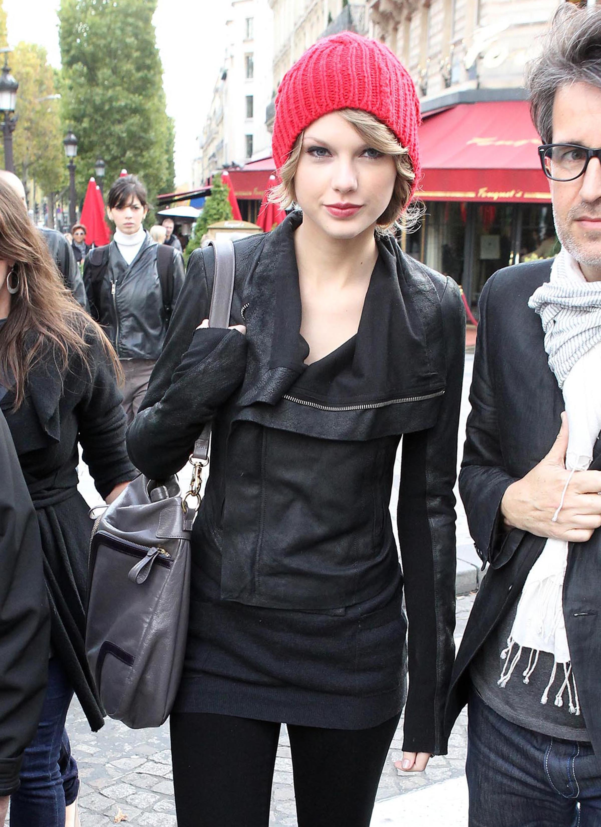 FP_5818530_ANG_Swift_TaylorParis_093010