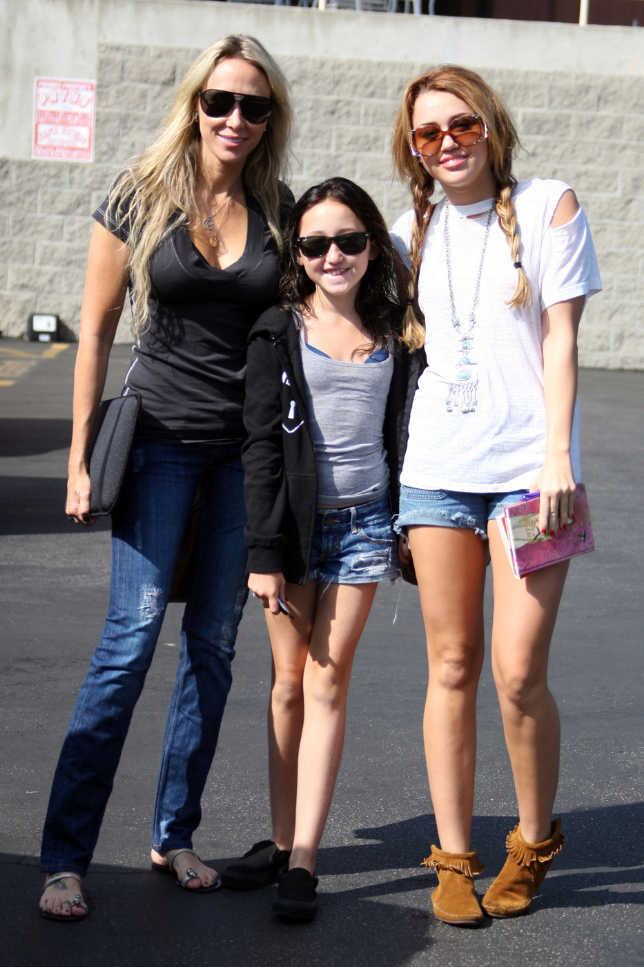 Miley Cyrus mom and sister