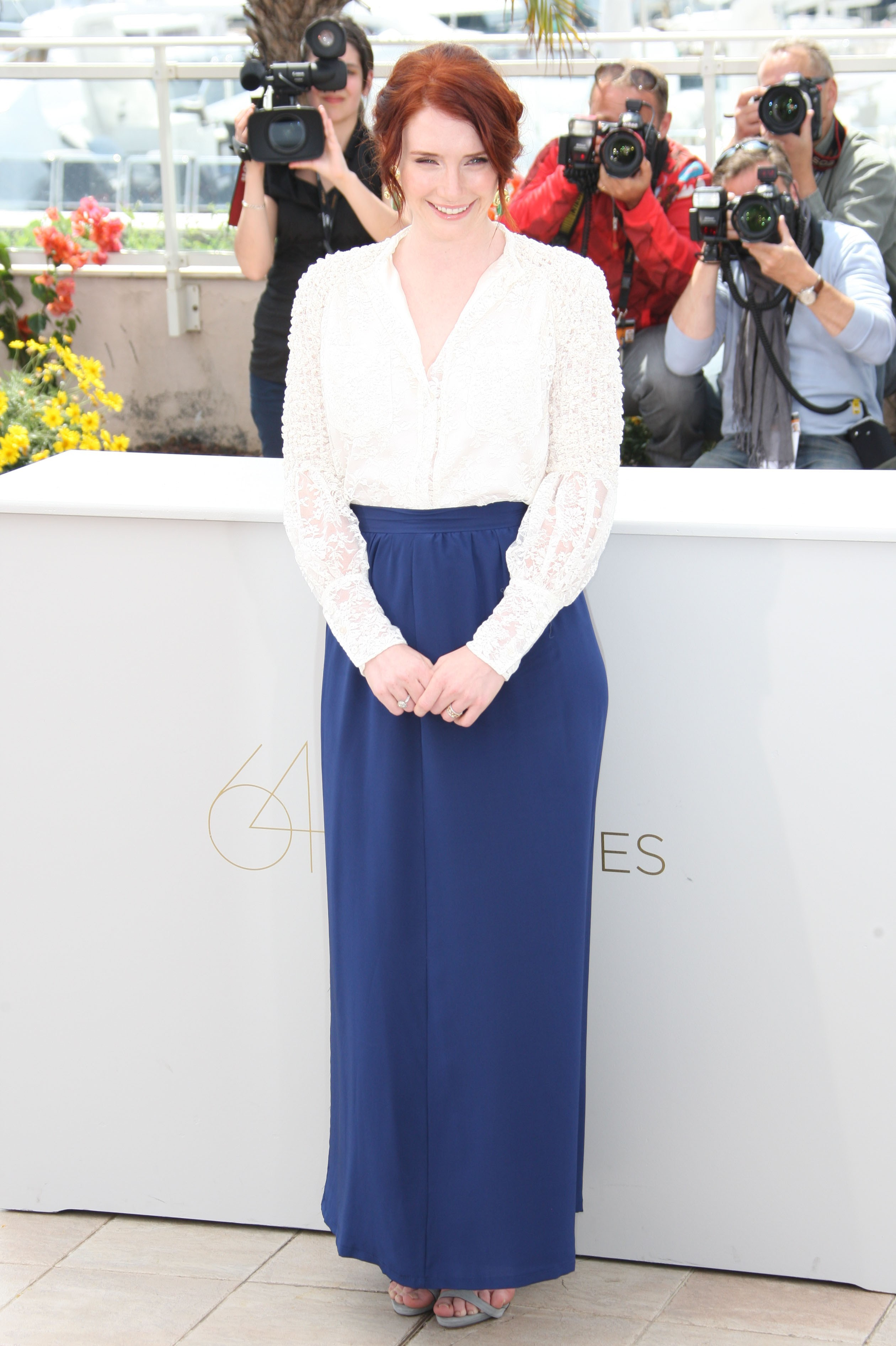 Bryce Dallas Howard ron howard white and blue dress cannes
