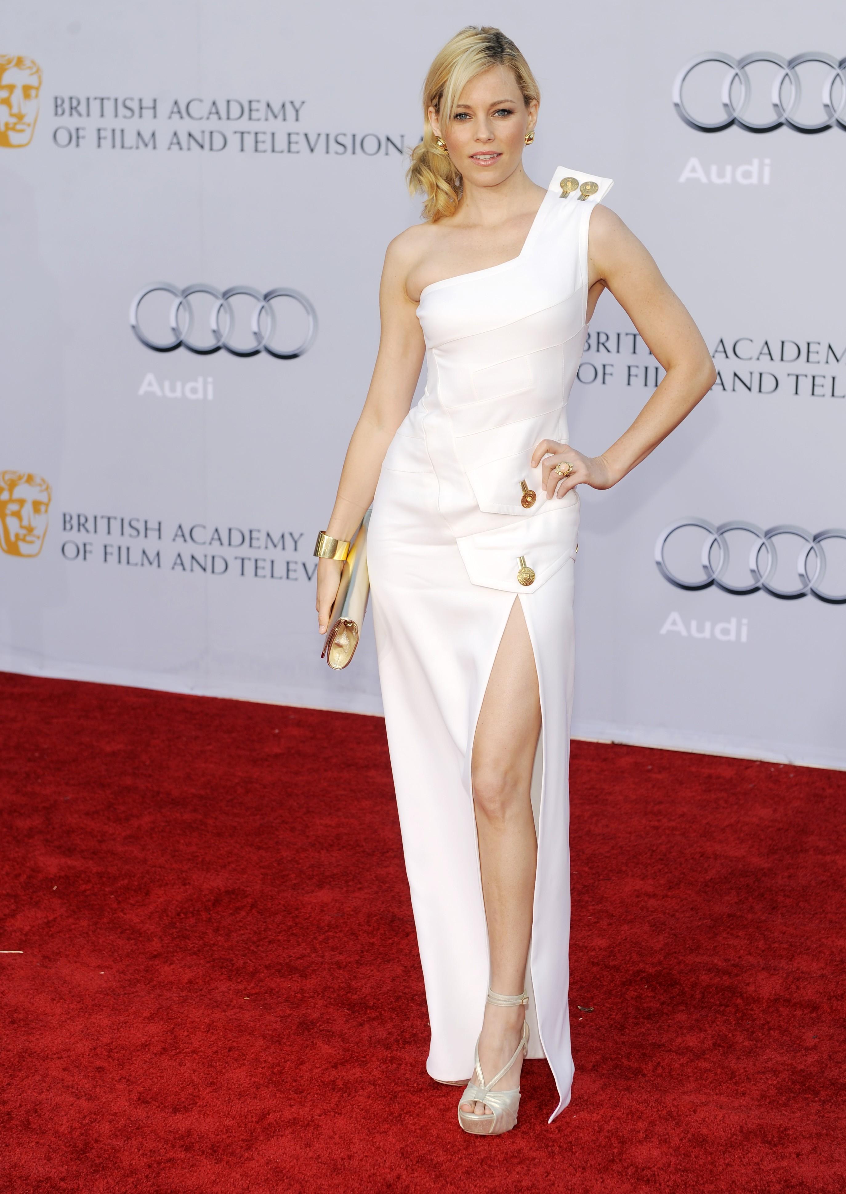elizabeth banks white dress slit