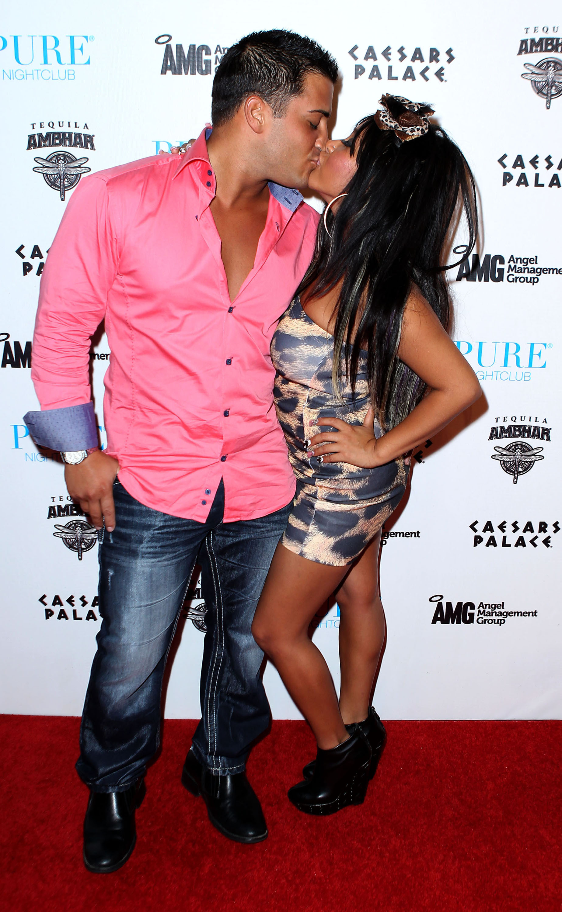 Jionni Lavalle and Snooki kiss