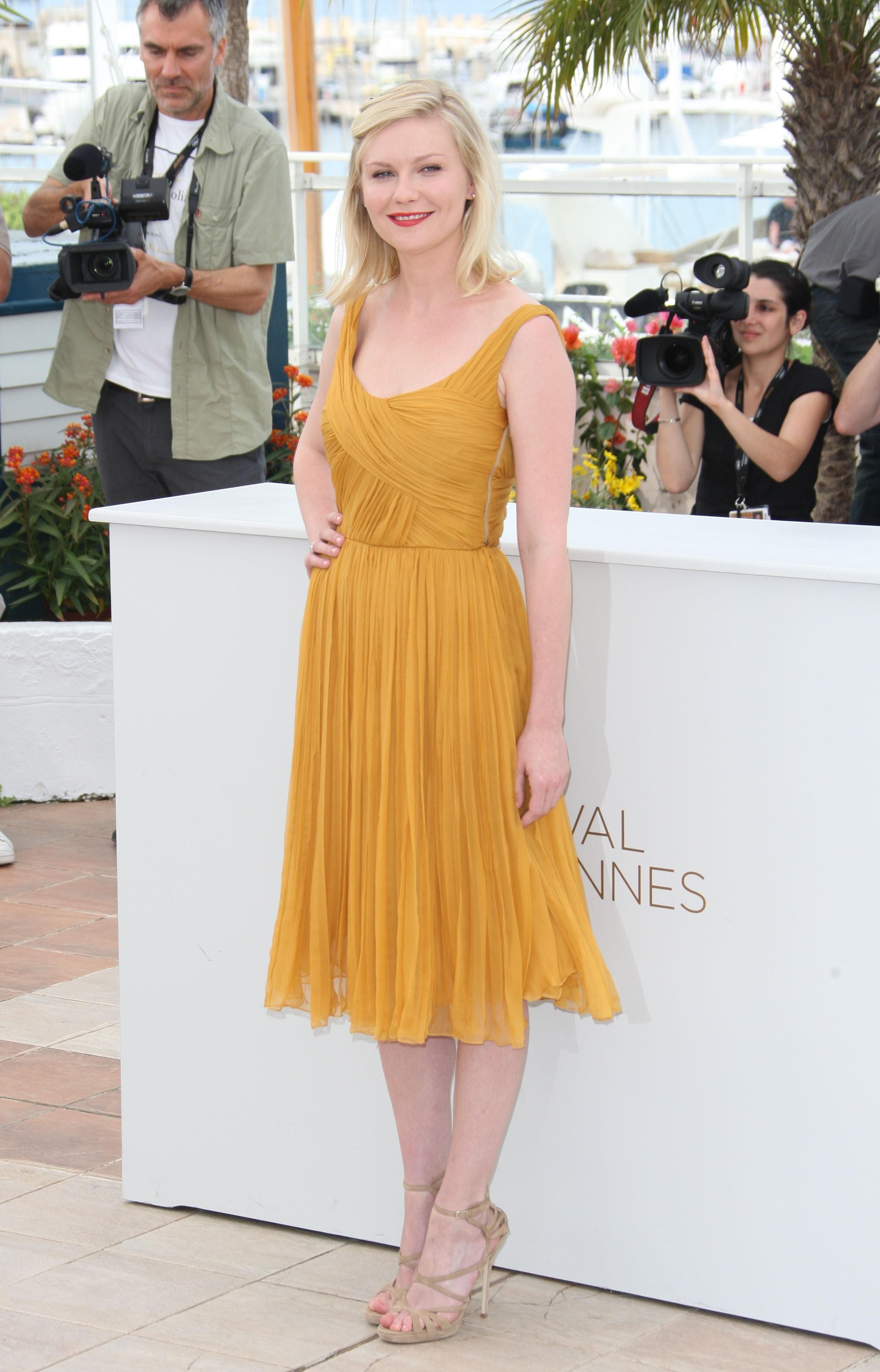 Kirsten Dunst yellow dress