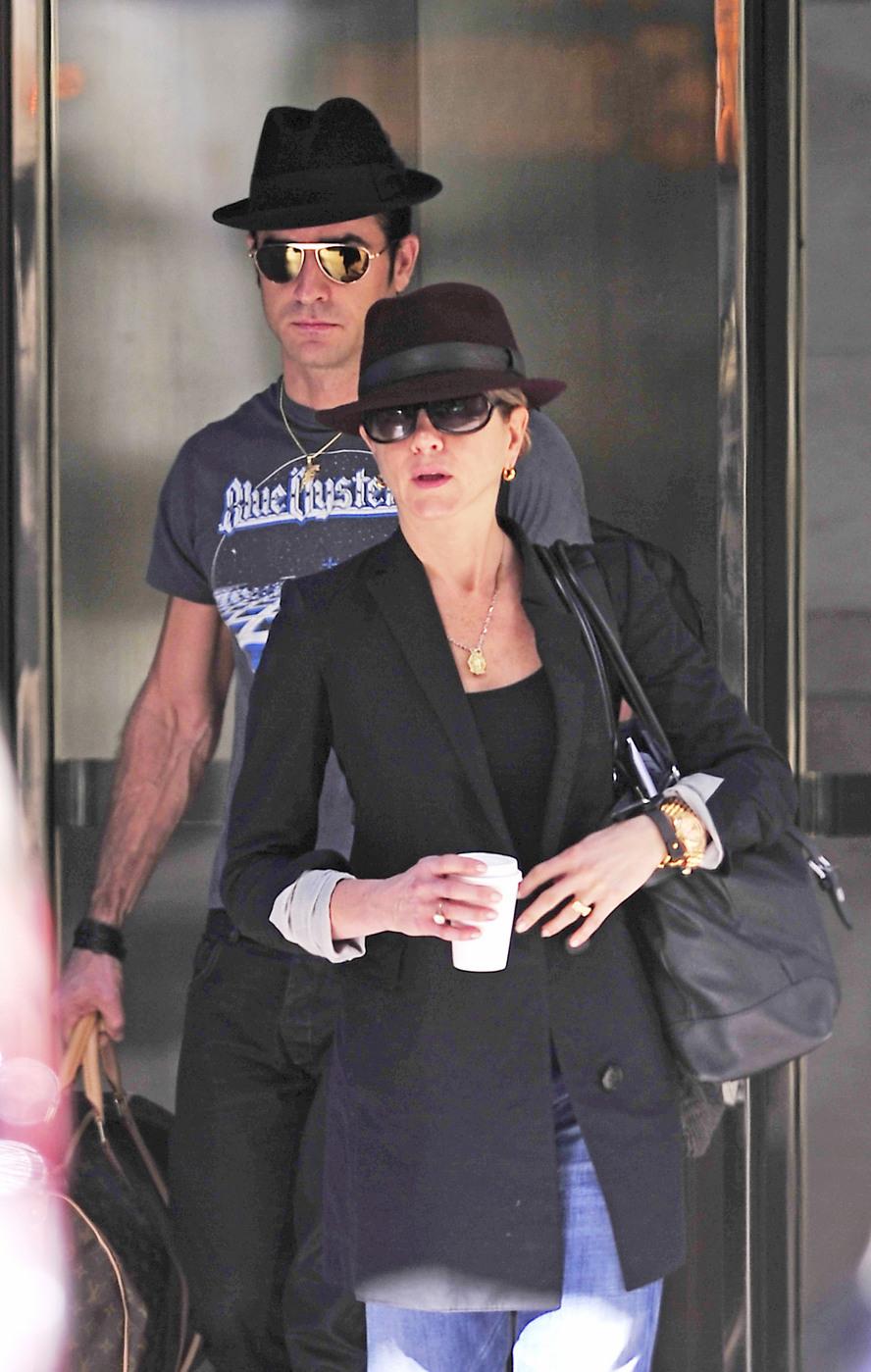 Jennifer Aniston and Justin Theroux matching fashion