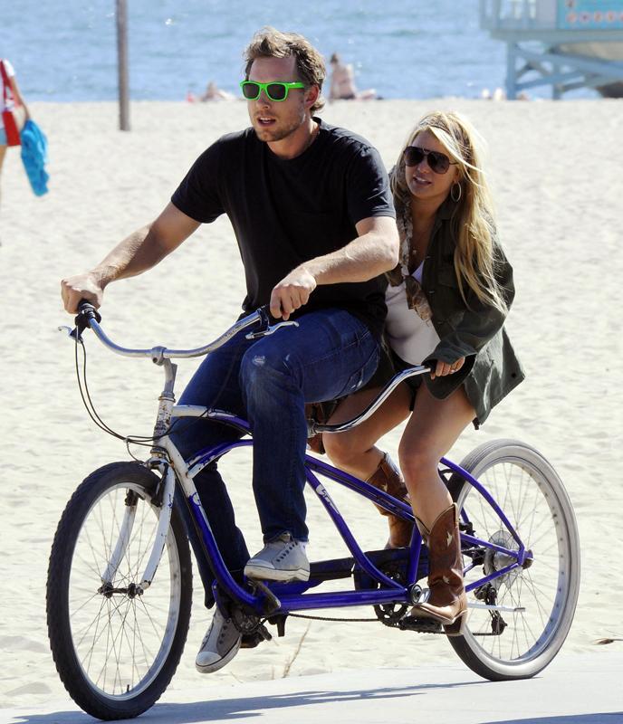 jessica simpson tandem bike