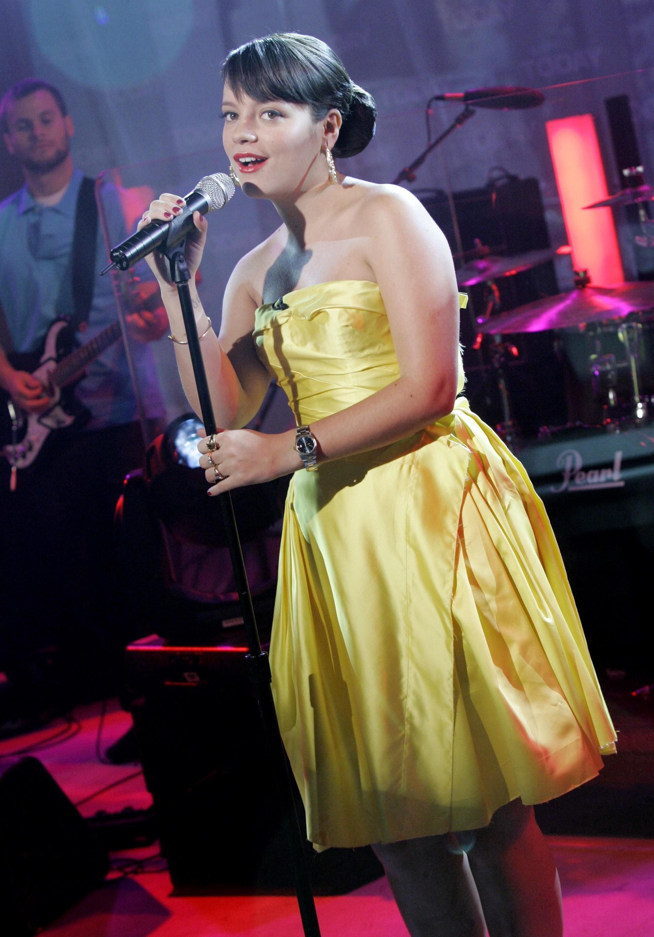 Lily Allen tour rider yellow dress