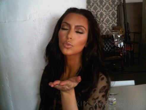 Kim Kardashian Kisses Thank You Fans Messages 1114111 492x369