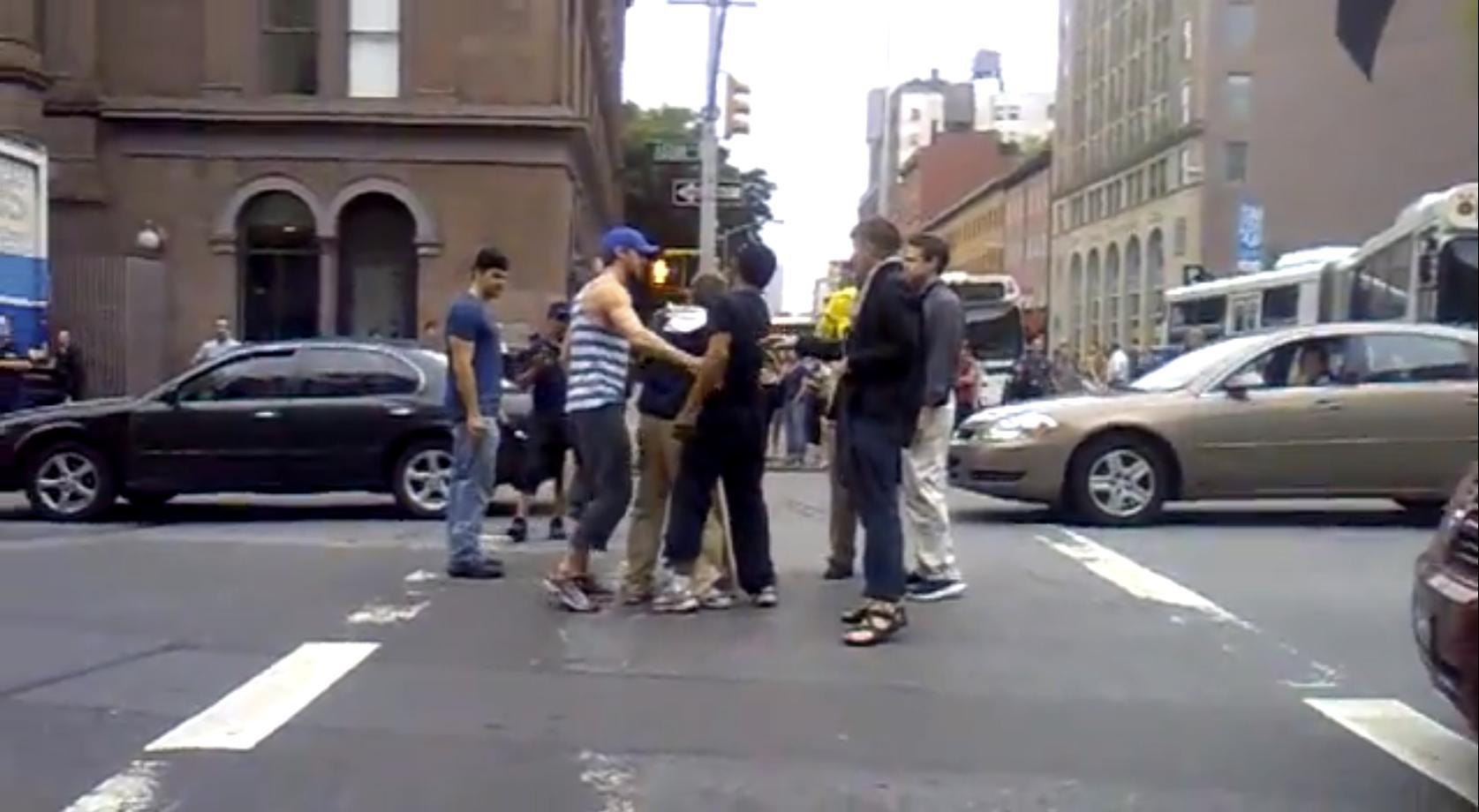 Ryan Gosling breaks up street fight
