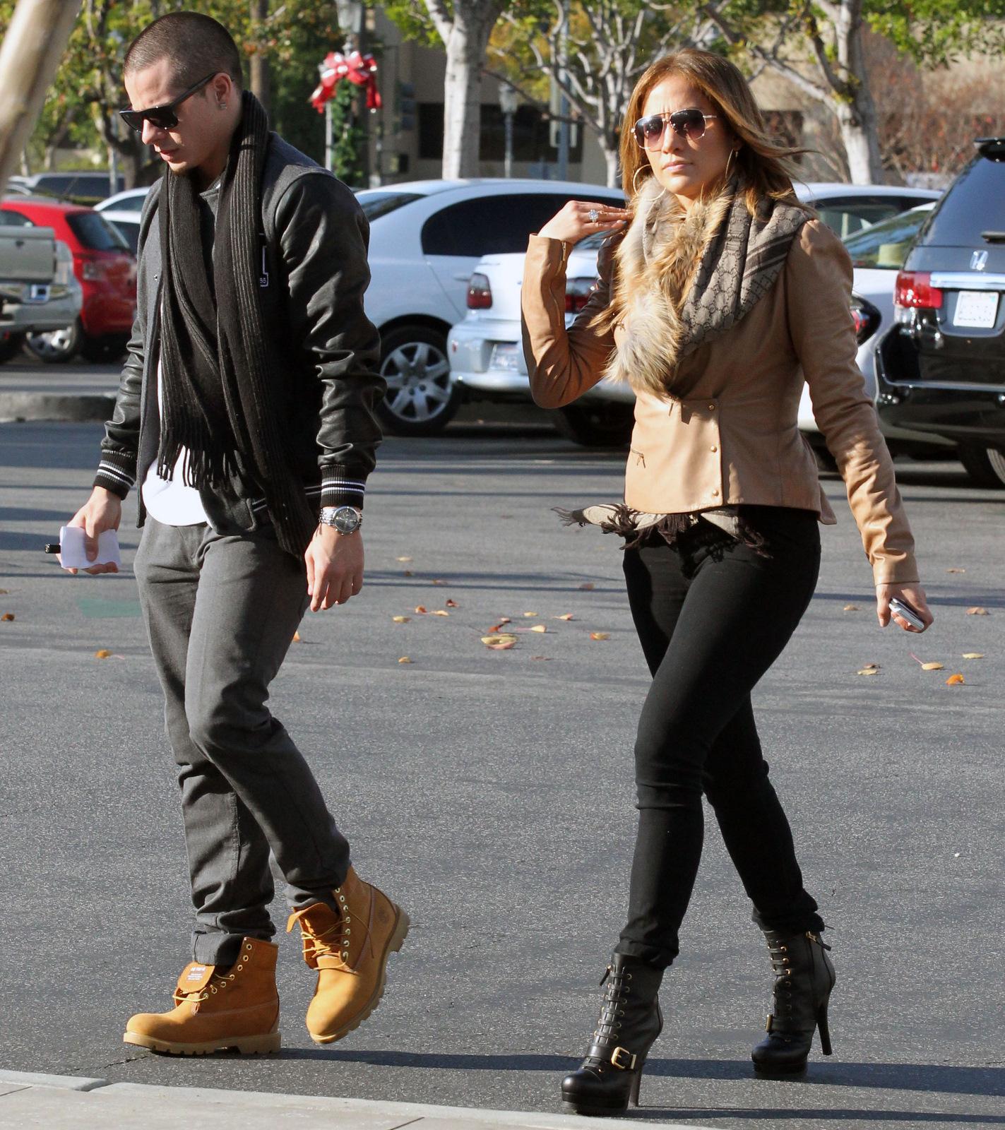 Jennifer Lopez ring jewelry store Casper Smart