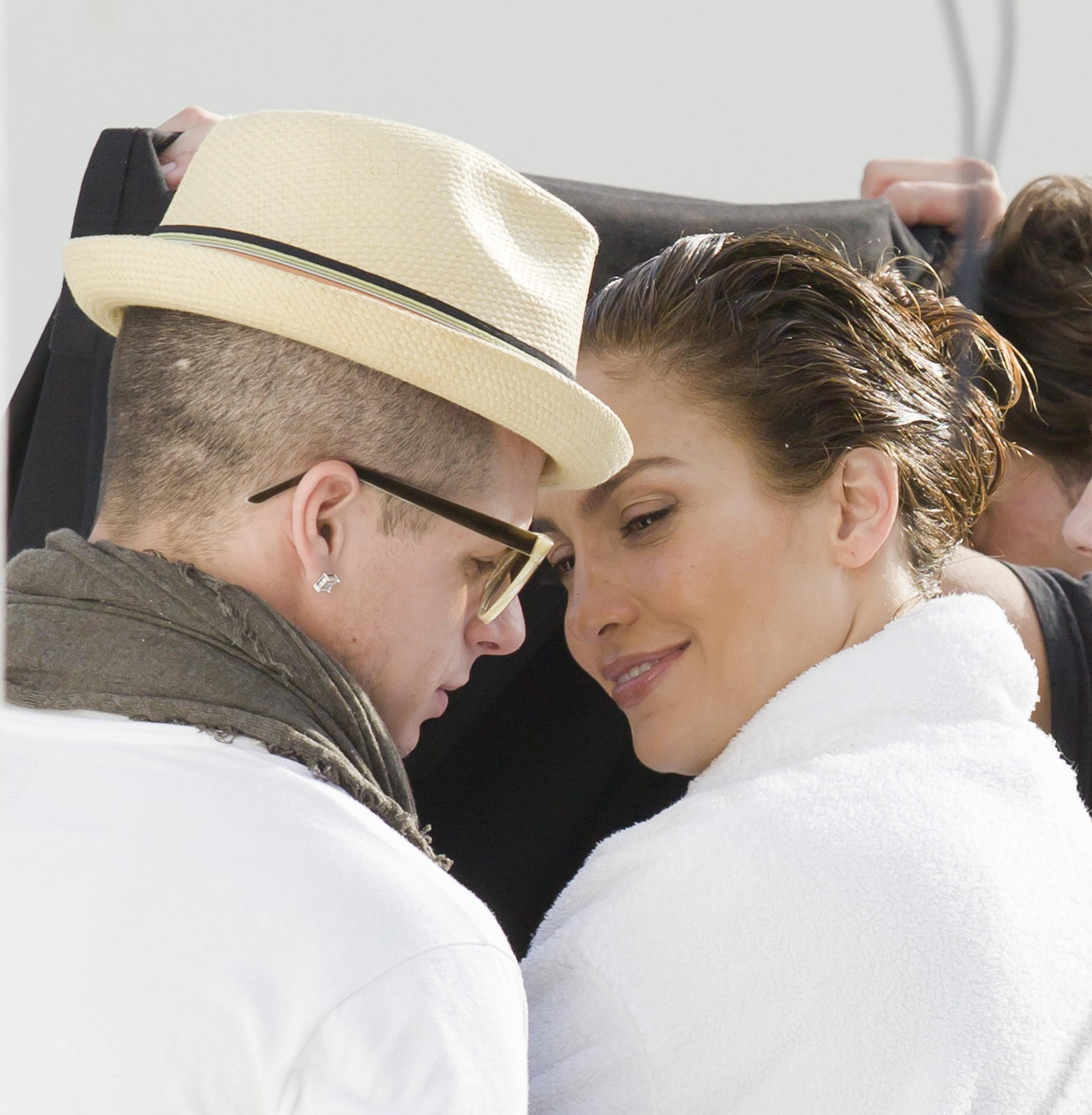 Jennifer Lopez J.Lo Casper Smart PDA Wonderwall gossip Kat Giantis