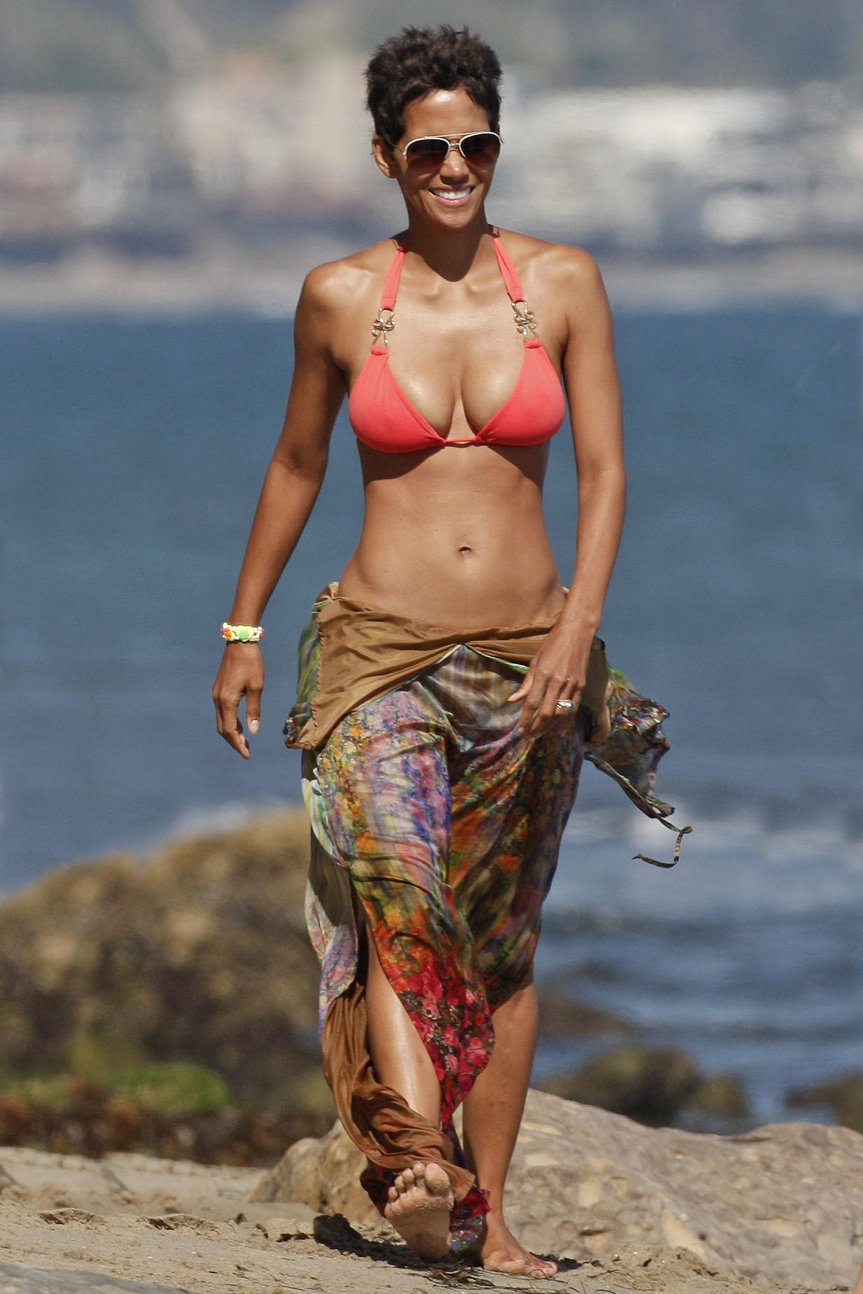 Naomi Watts Halle Berry swimsuit bikini