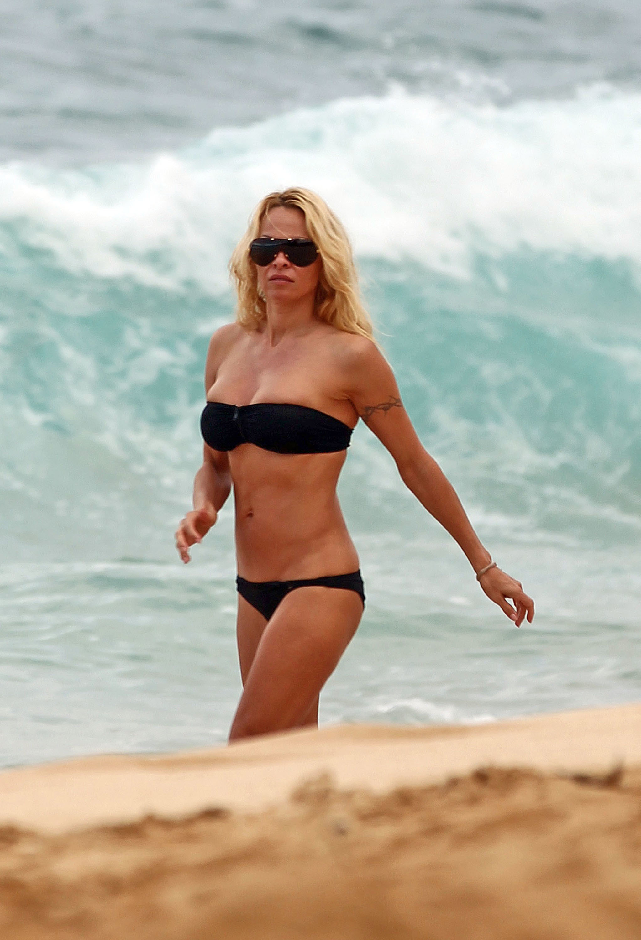 pamela anderson bikini boobs vacation holiday beach