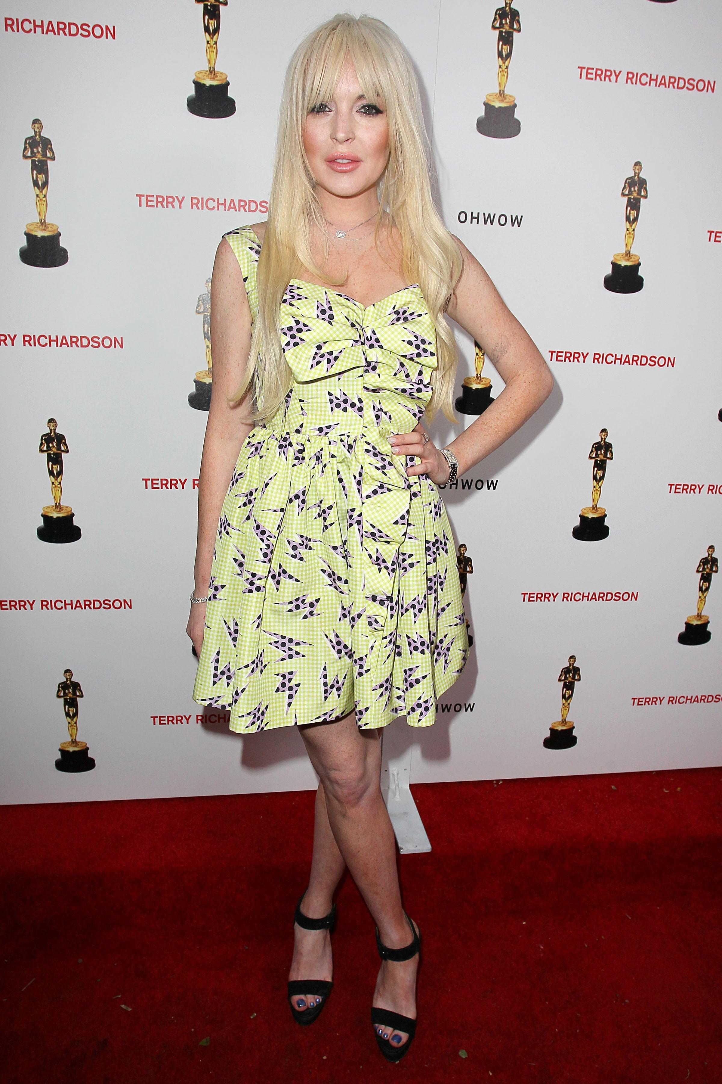 Lindsay lohan tanning bed georgia rule green dress blonde hair