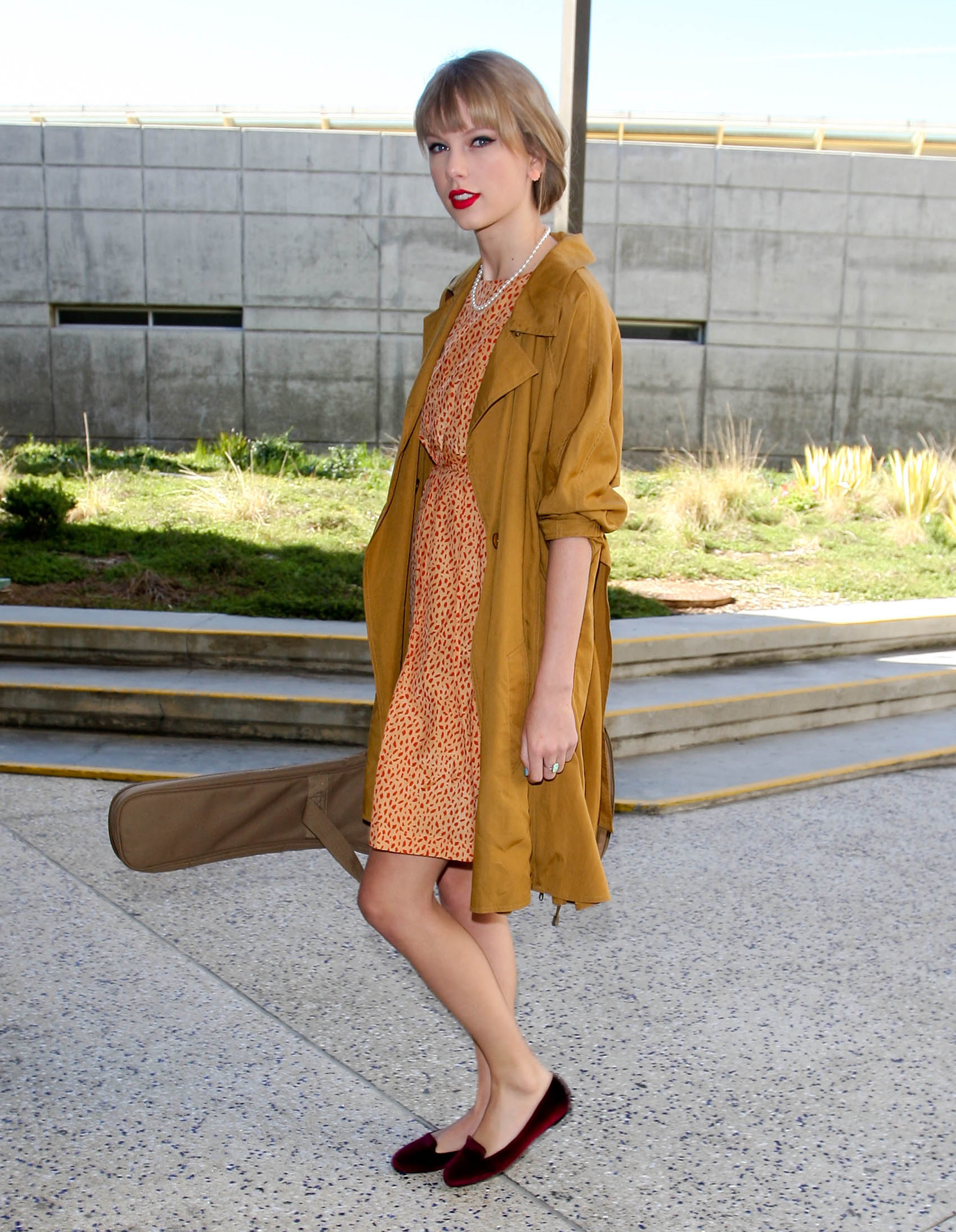 Taylor Swift travel style