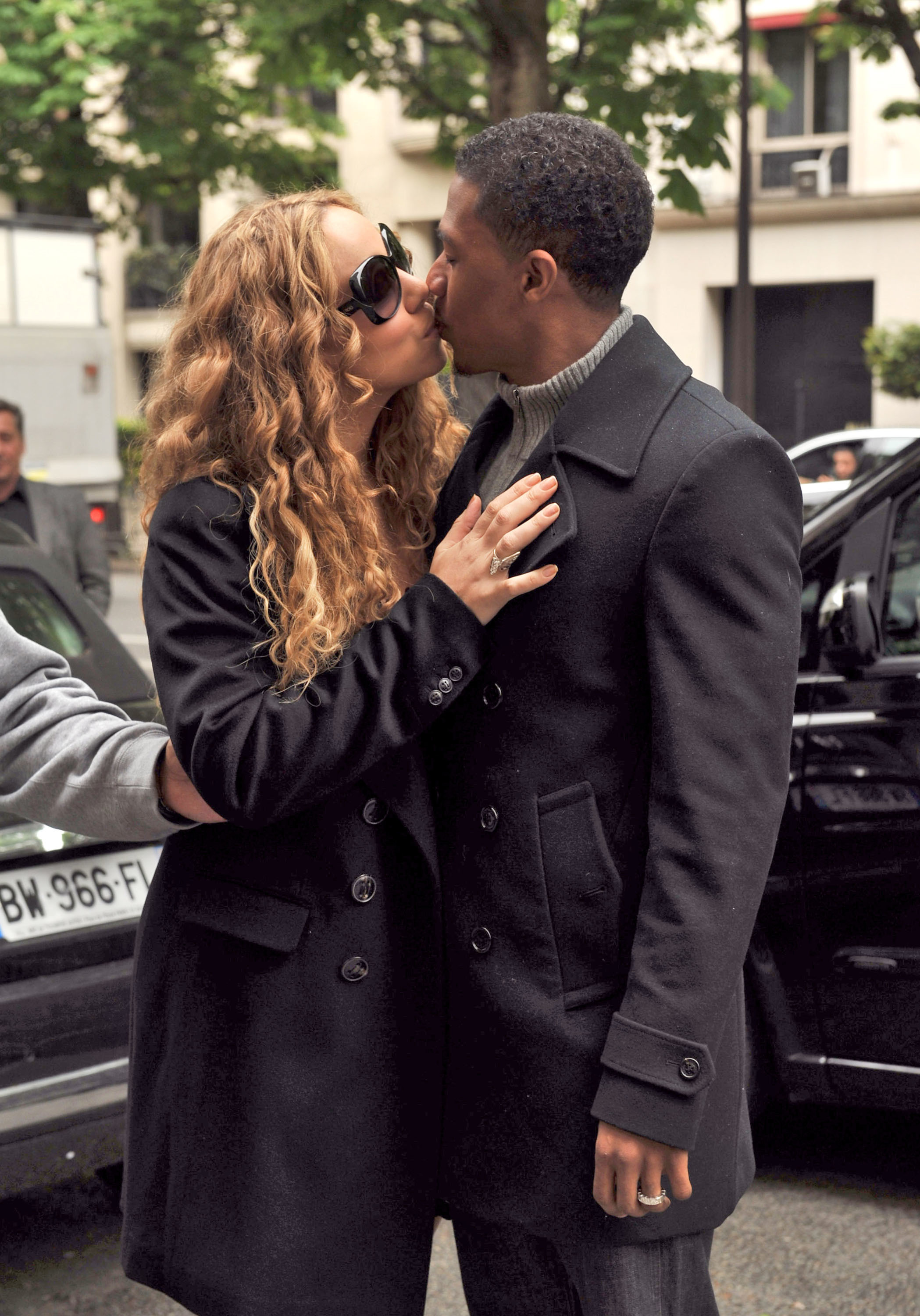 Mariah Carey Nick Cannon Paris kiss