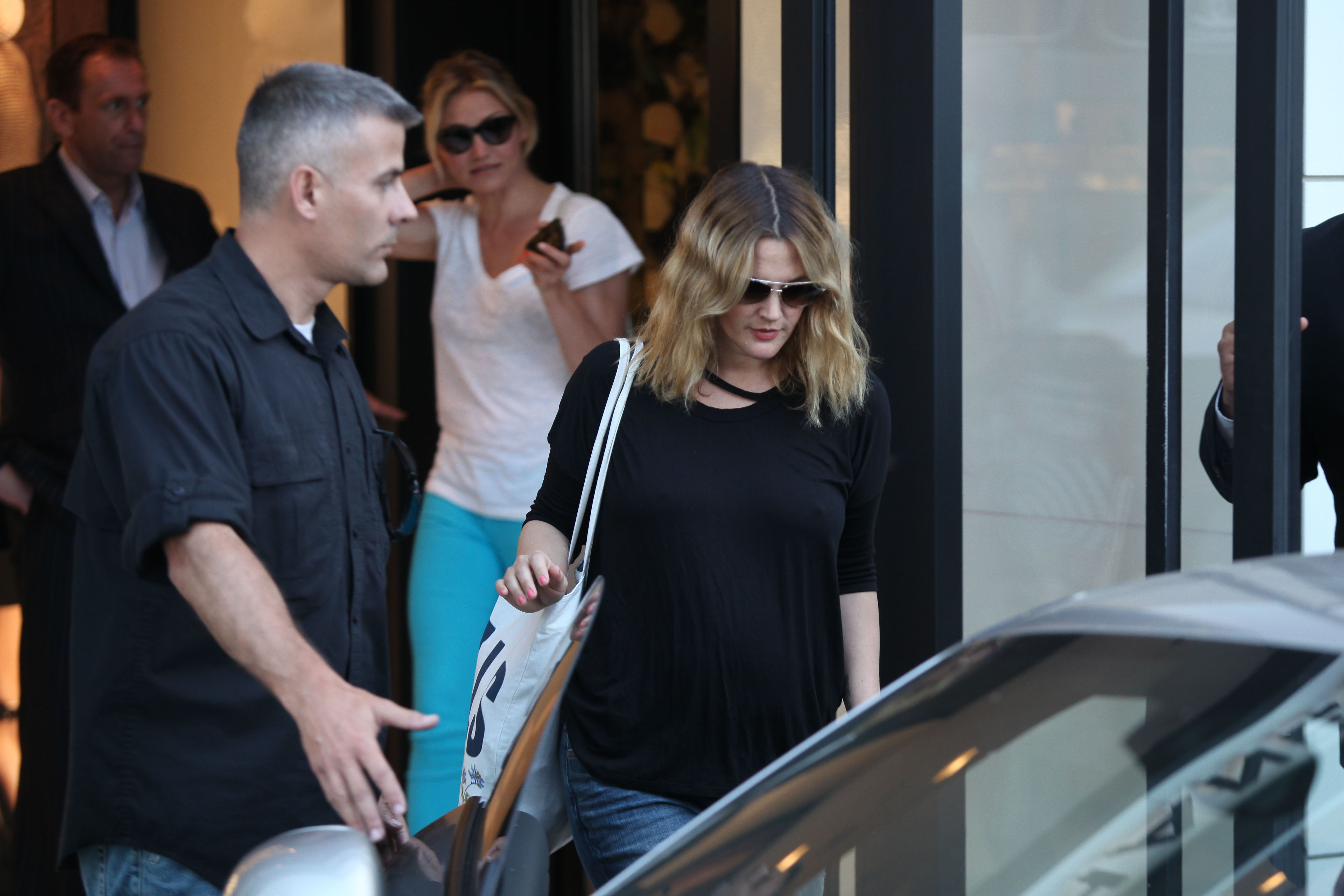 Pregnant Drew Barrymore Attends Final Wedding Dress Fitting With Bff