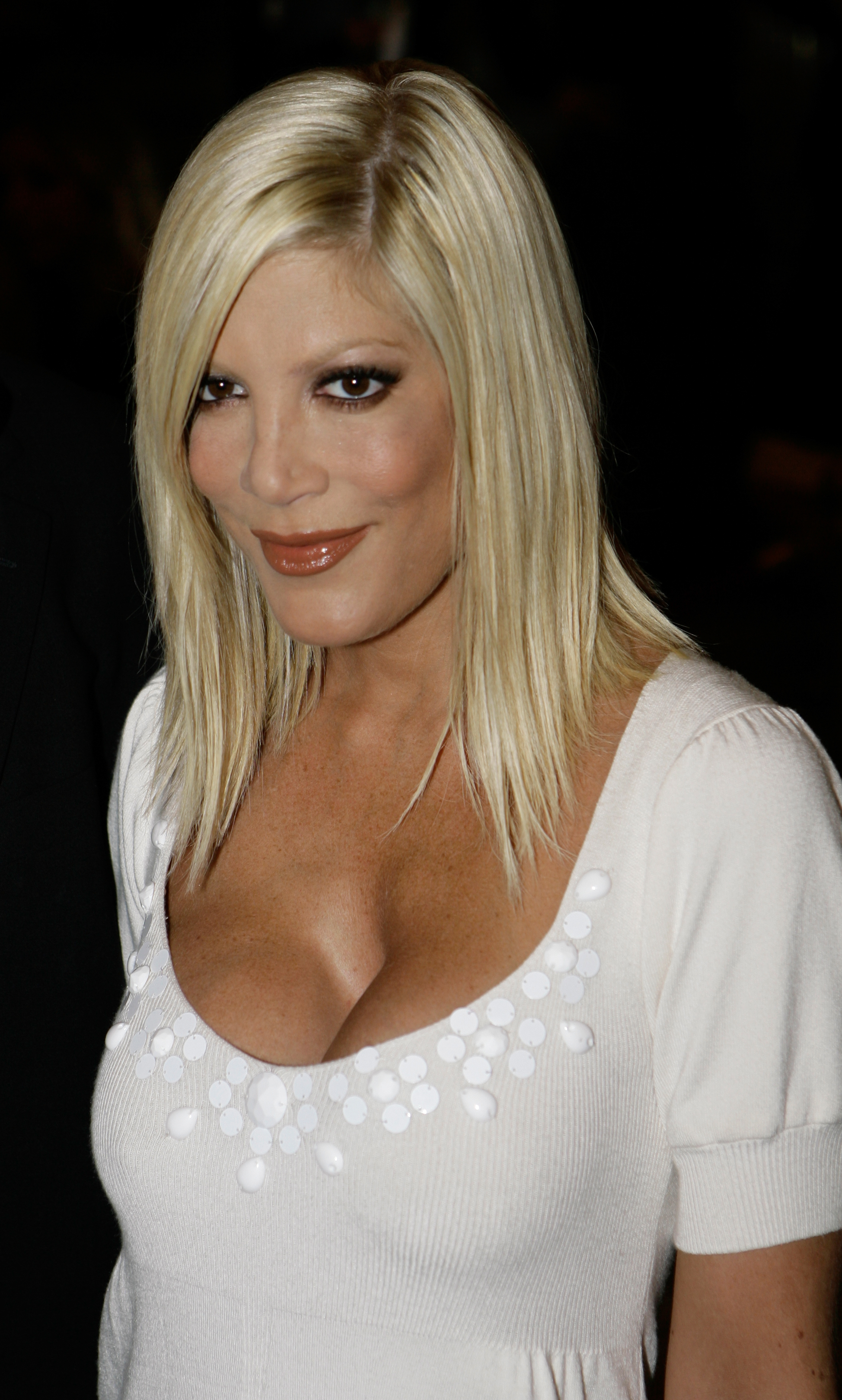 tori Spelling boob job before and after