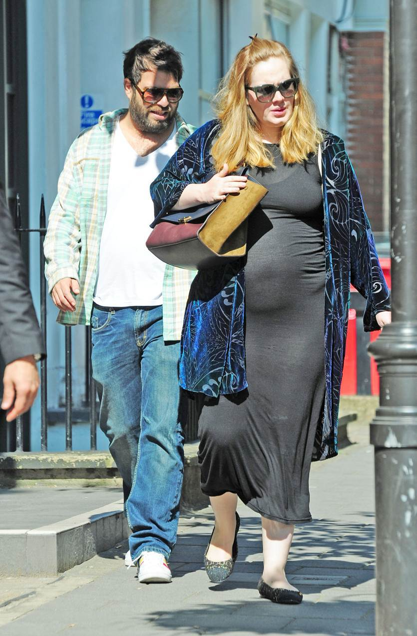 Adele gives birth