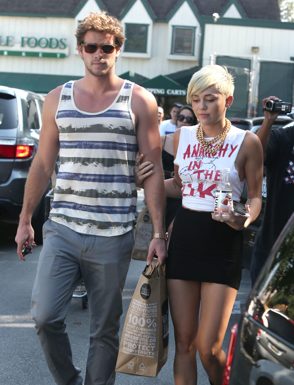 Miley Cyrus Liam Hemsworth grocery shopping