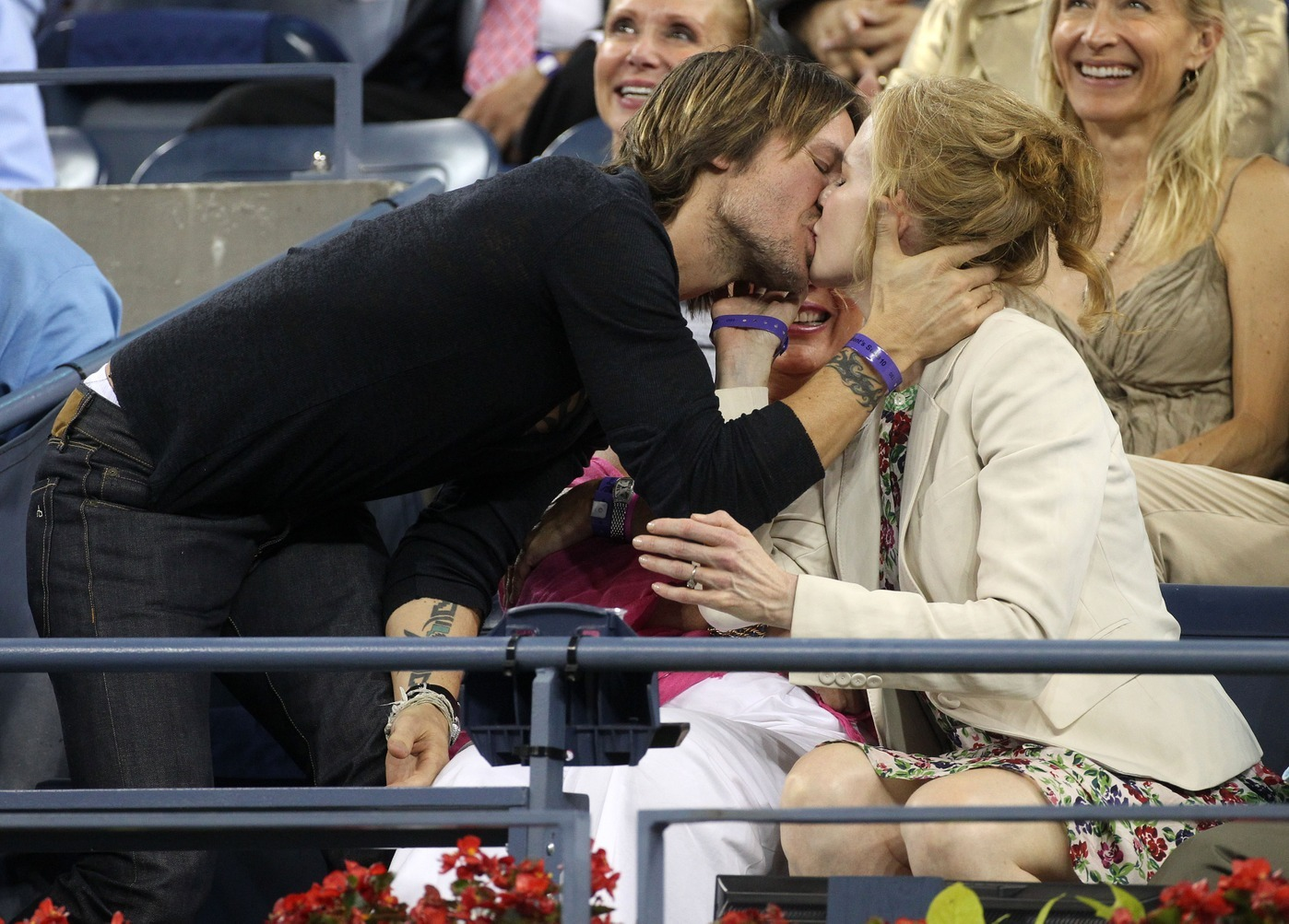 Nicole Kidman and Keith Urban PDA