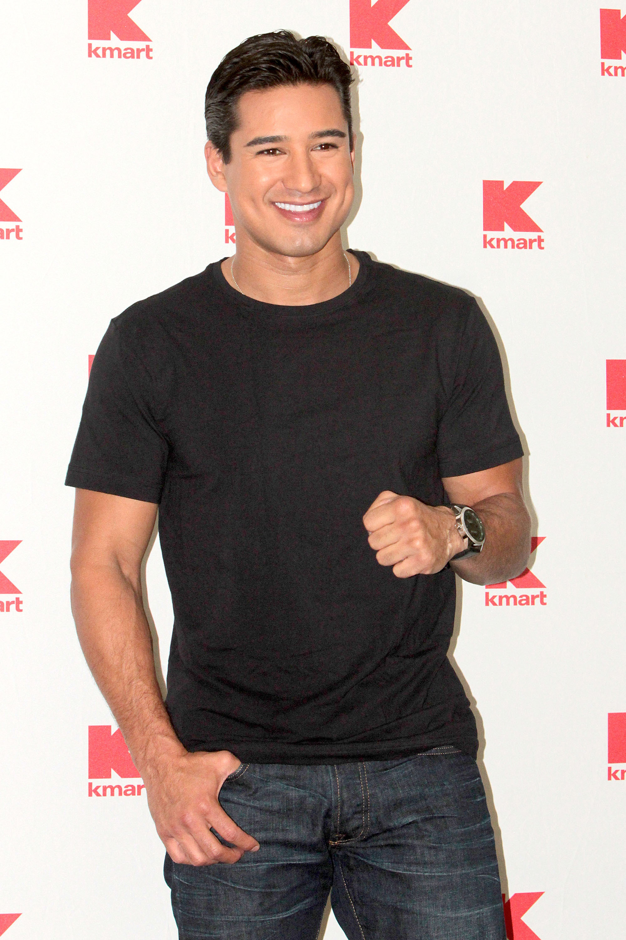 mario lopez red carpet dimples tight t shirt