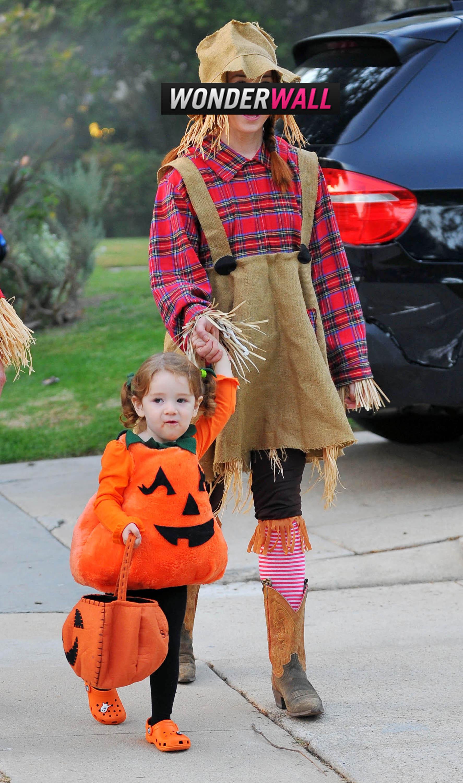 Alyson Hannigan scarecrow halloween costume