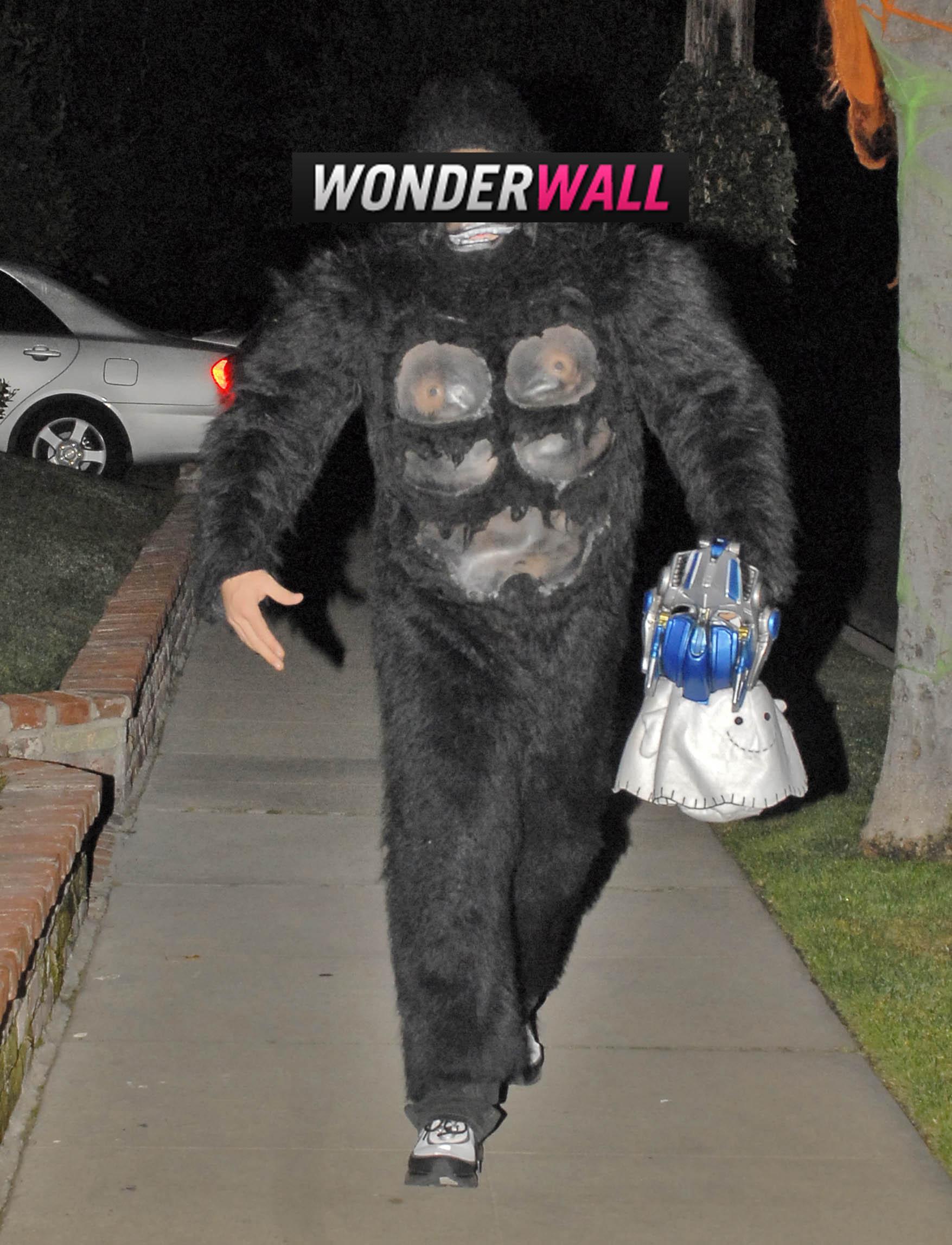 Jake Gyllenhaal gorilla halloween costume