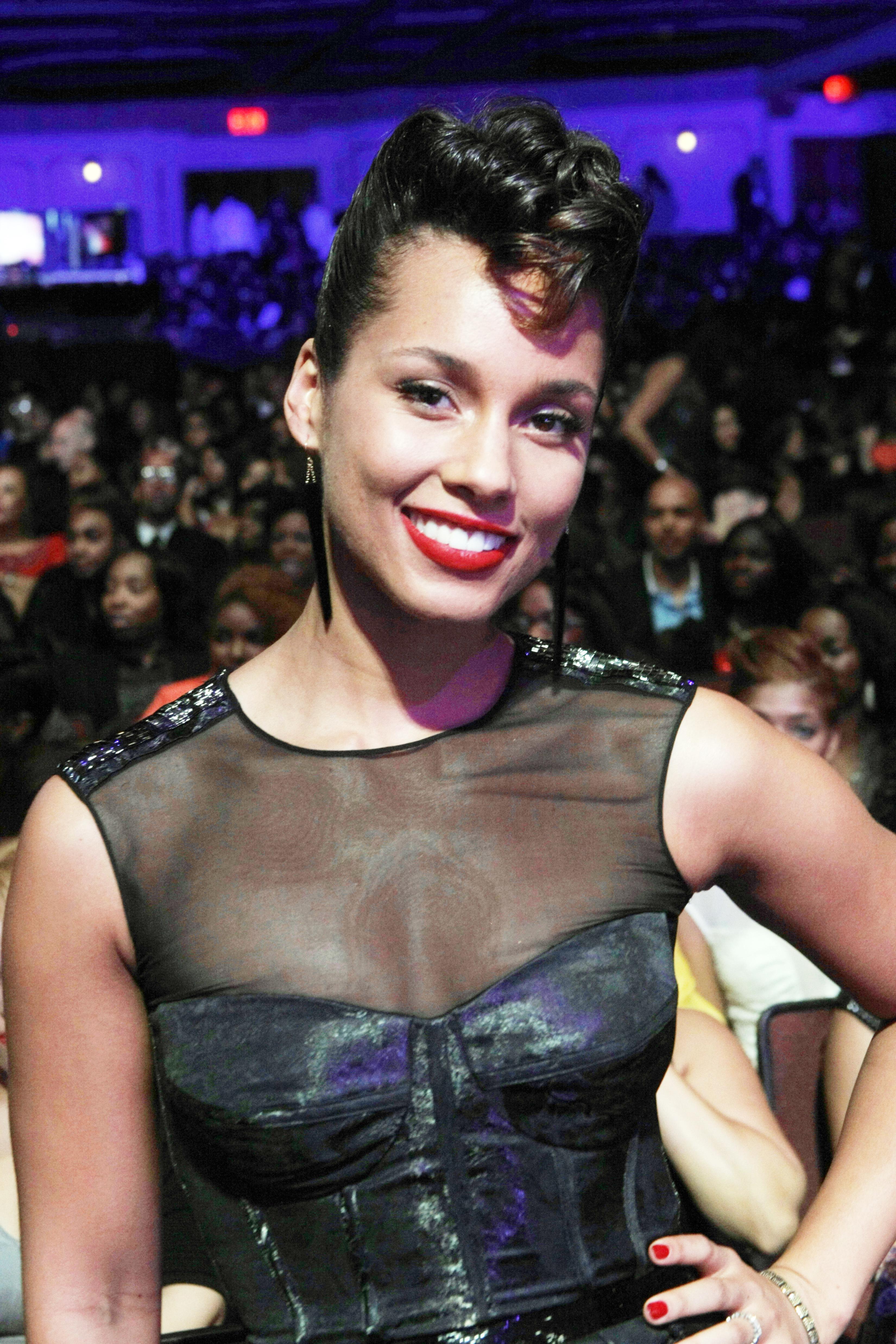 Alicia Keys acne pimple
