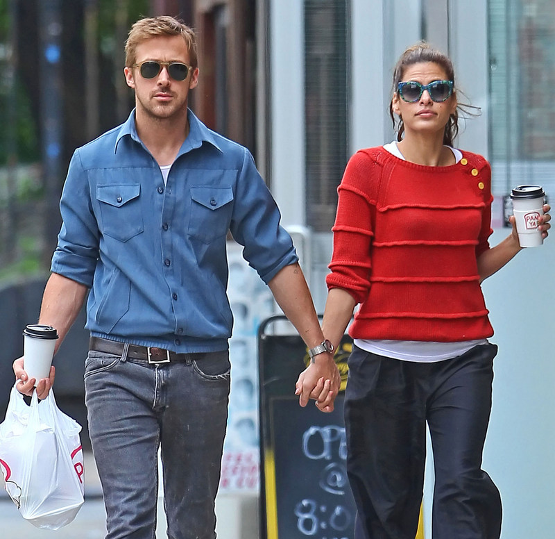 Ryan Gosling Eva Mendes red sweater jeans