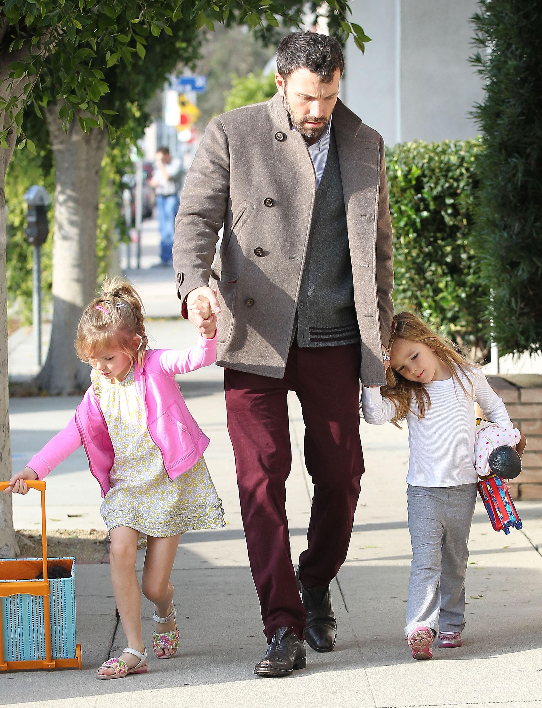 ben affleck daughters mr. mom jennifer garner back to work to the wonder