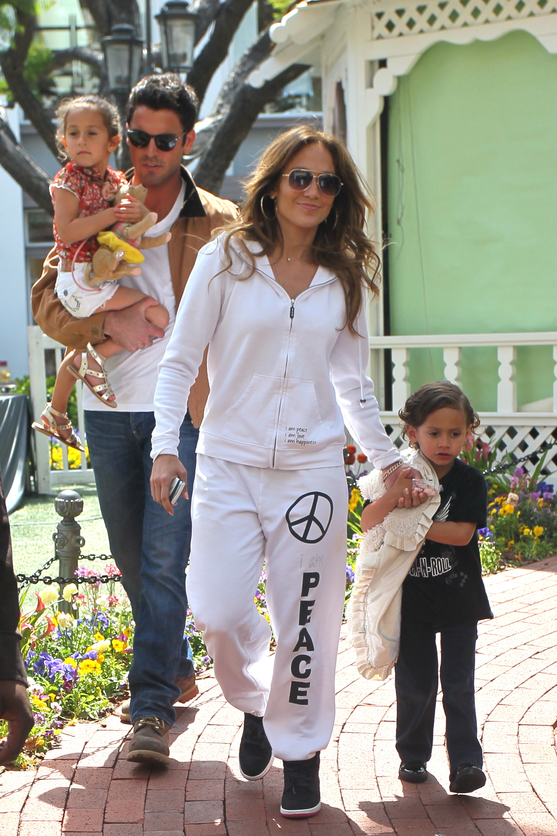 Jennifer lopez white sweat suit emme max