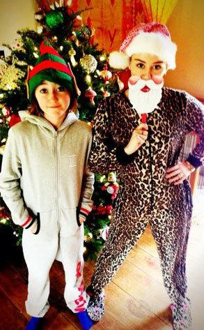 Miley Cyrus noah cyrus holiday photo