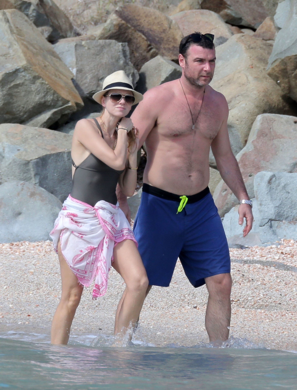 Naomi Watts and Liev Schreiber beach