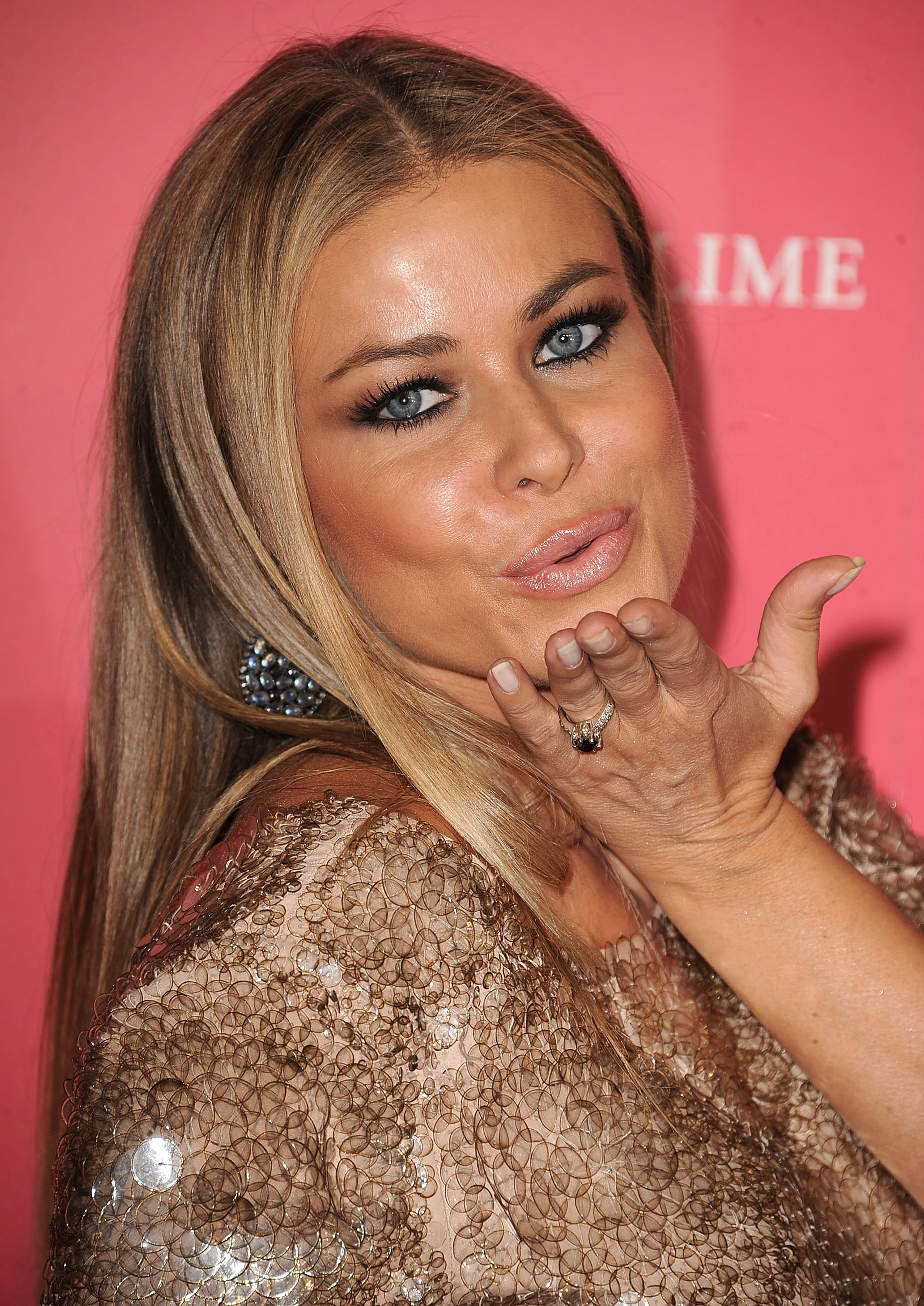 Carmen Electra blows a kiss