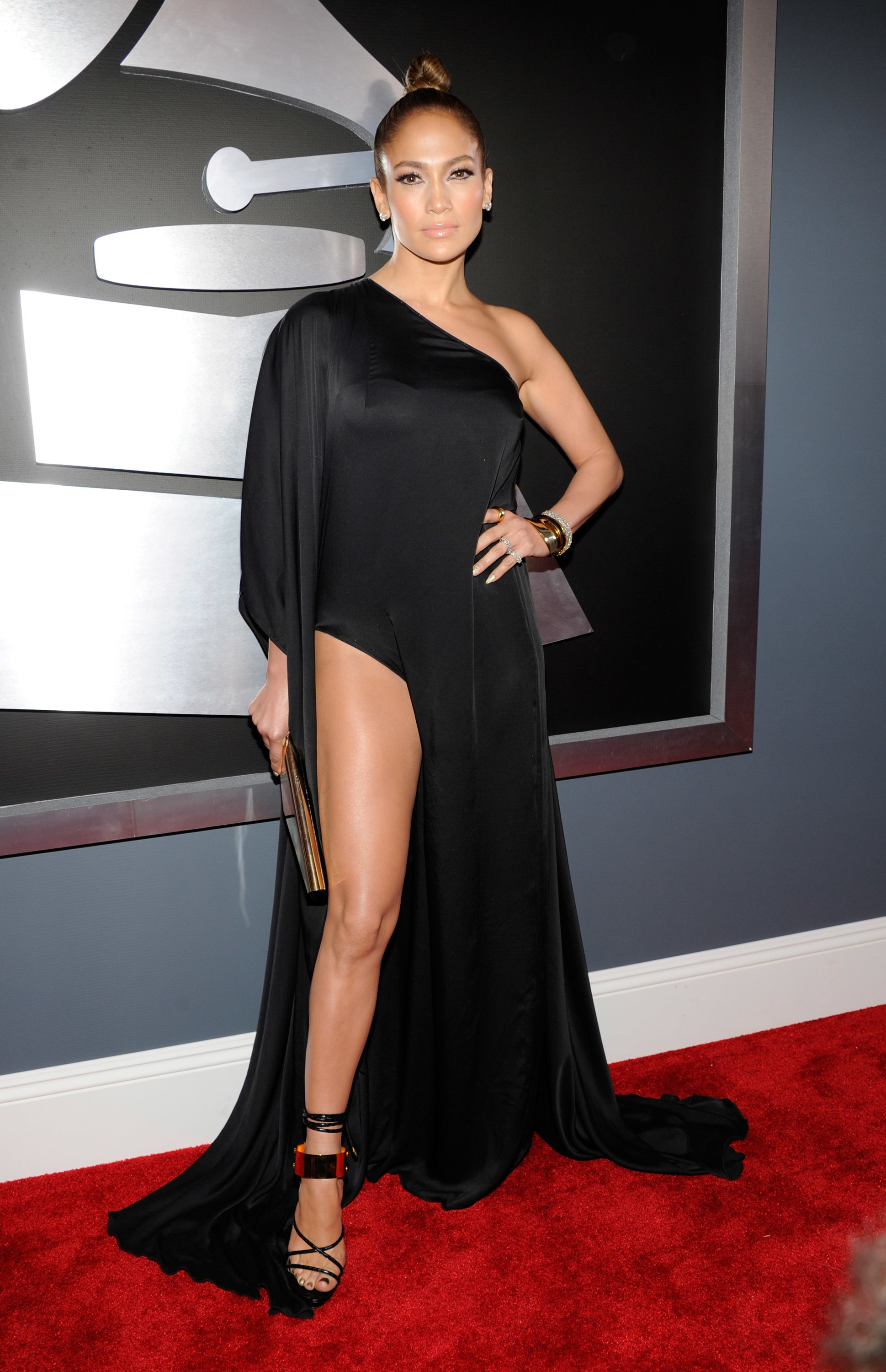 jennifer lopez grammy awards leg