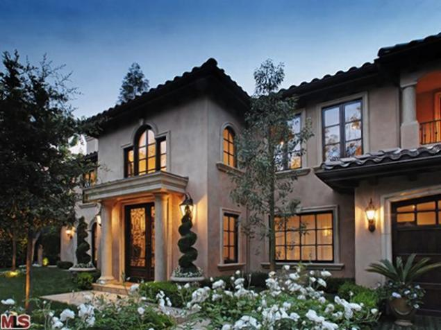 Kim Kardashian sells home