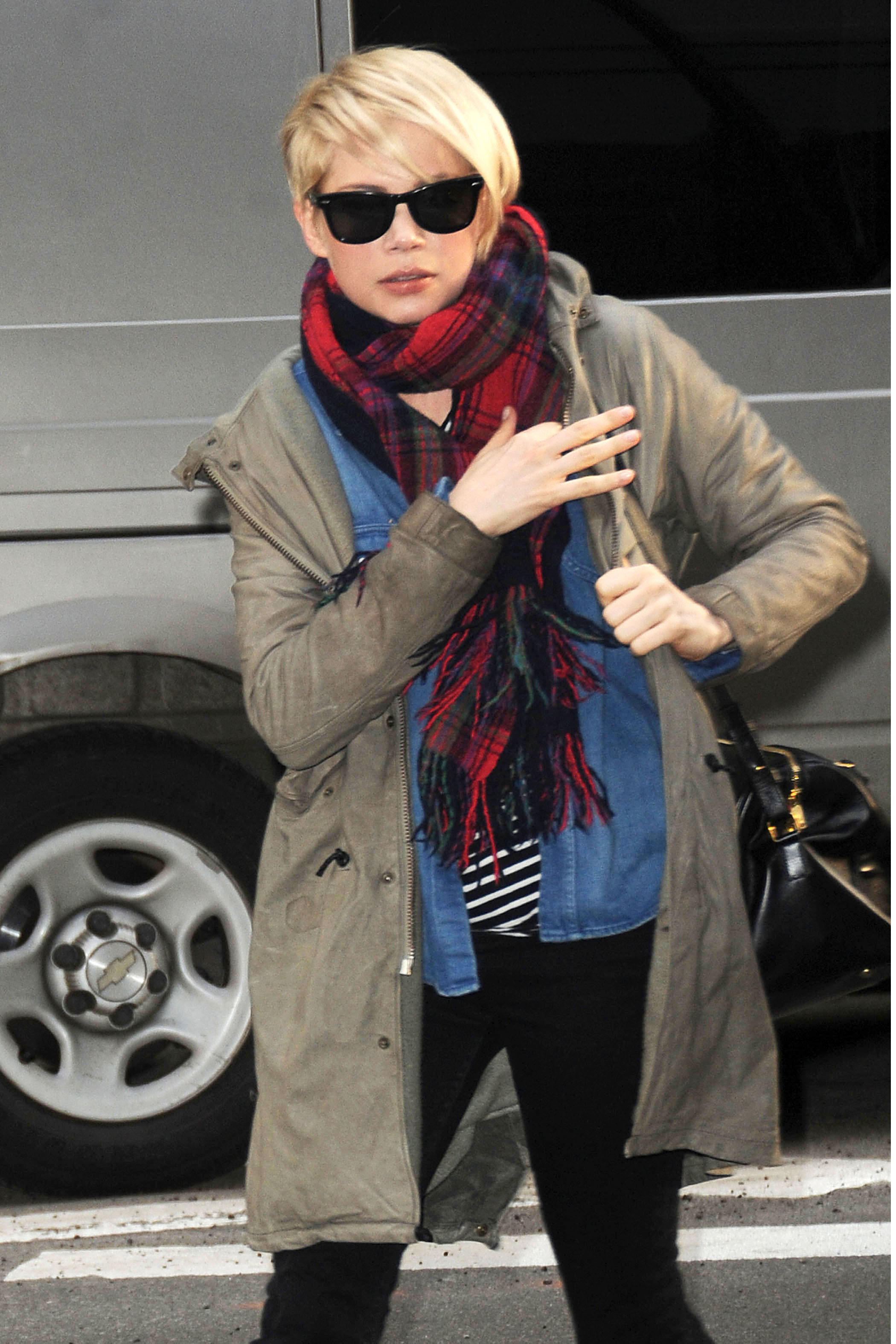 Michelle Williams street paparazzi pixie