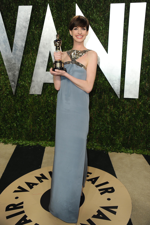 Anne Hathaway Vanity Fair blue dress 2013 Oscars