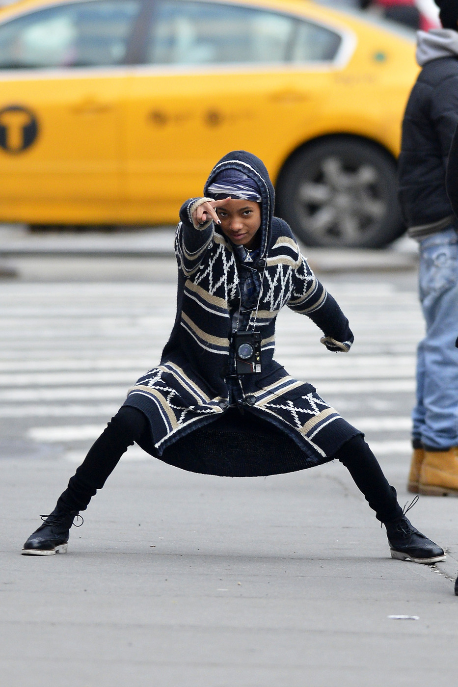 willow smith will smith daughter street paparazzi crazy pose