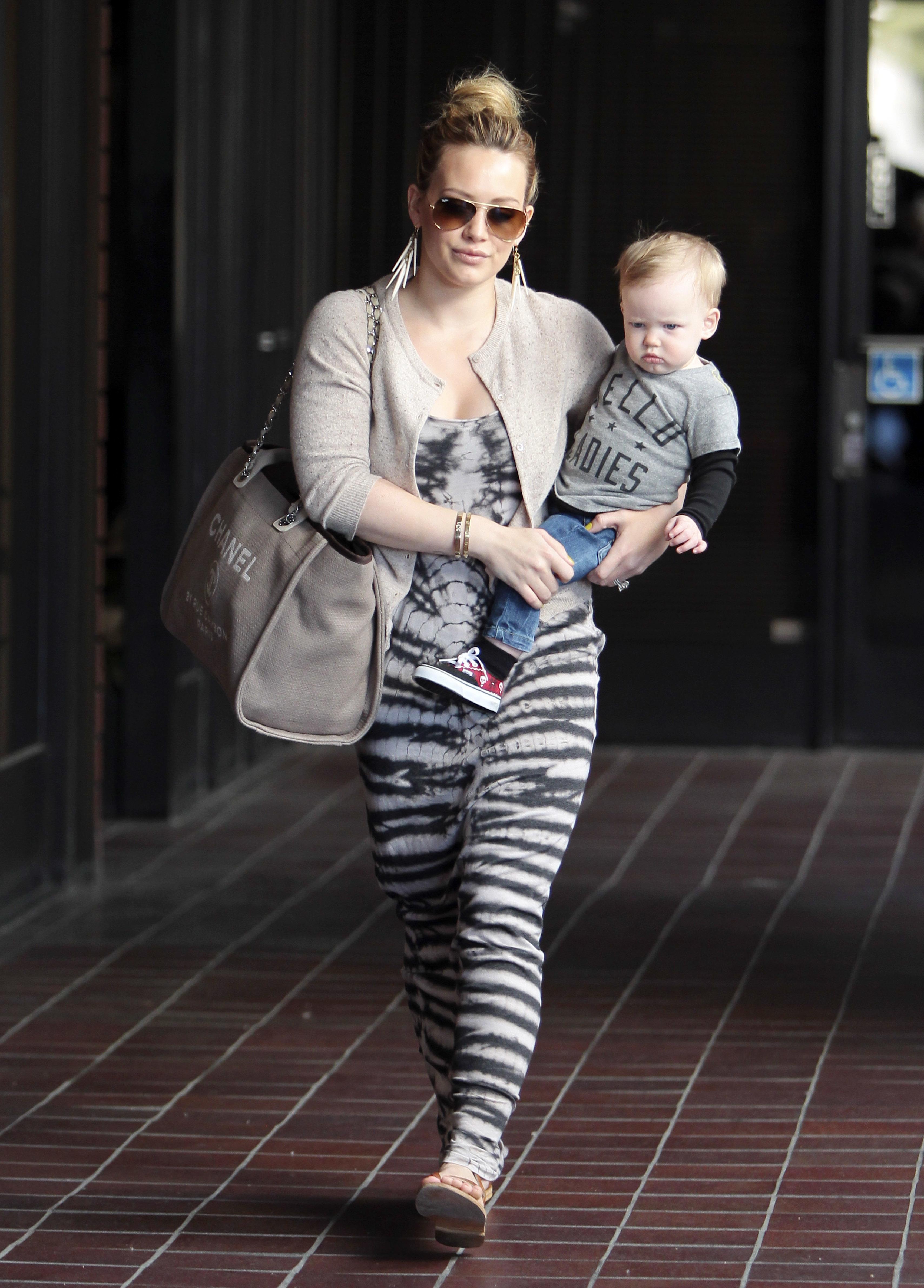 hilary duff luca walking baby hawaii mike comrie