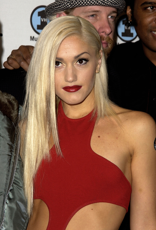 Gwen Stefani long hair straight curly short hair
