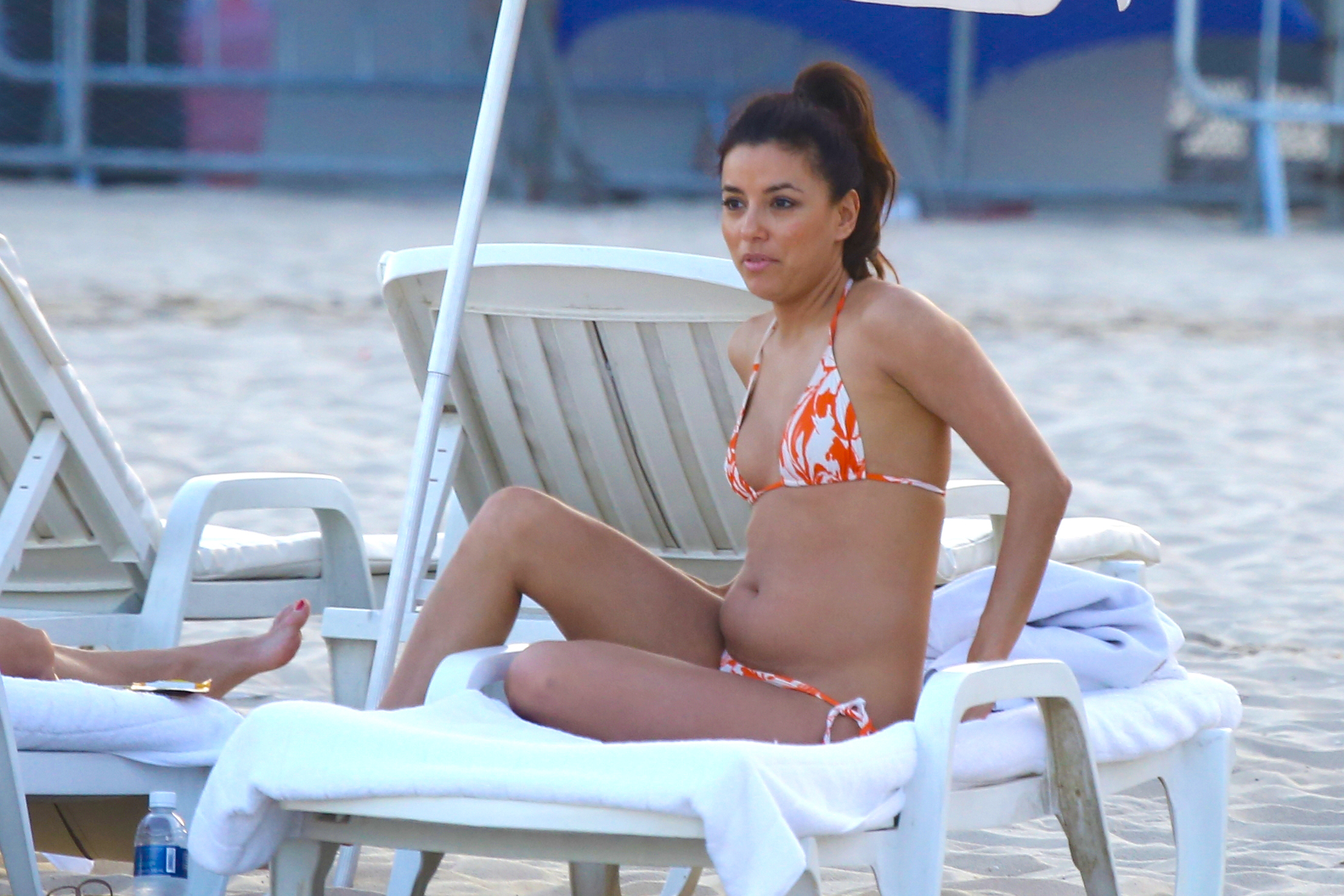 Eva Longoria tummy orange white bikini