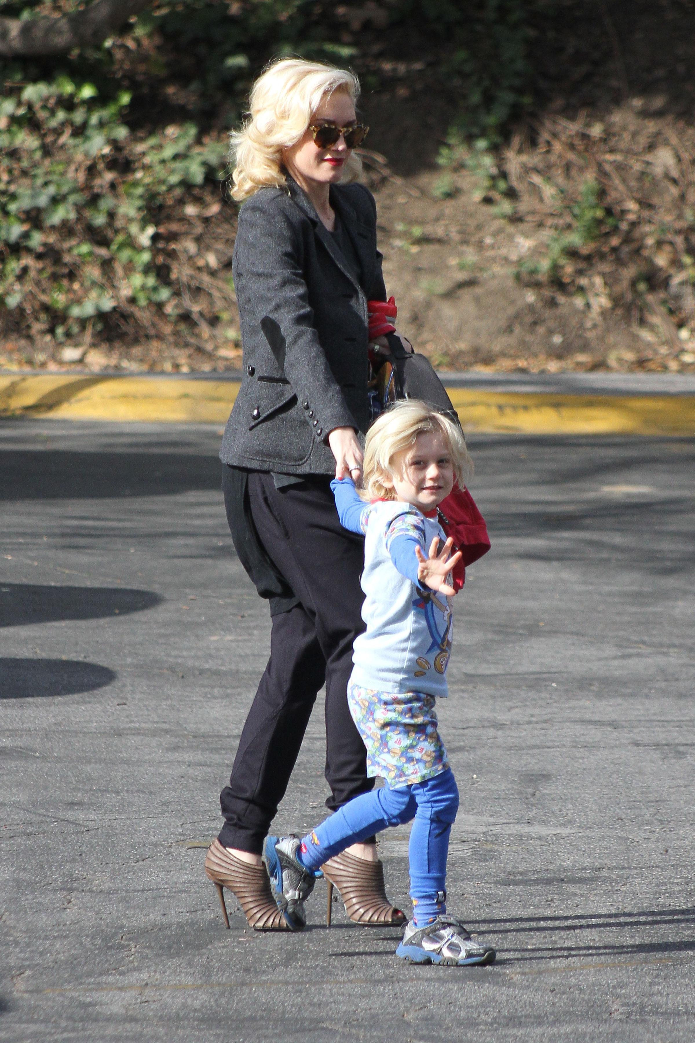 Gwen Stefani Zuma Rossdale school blue pajamas