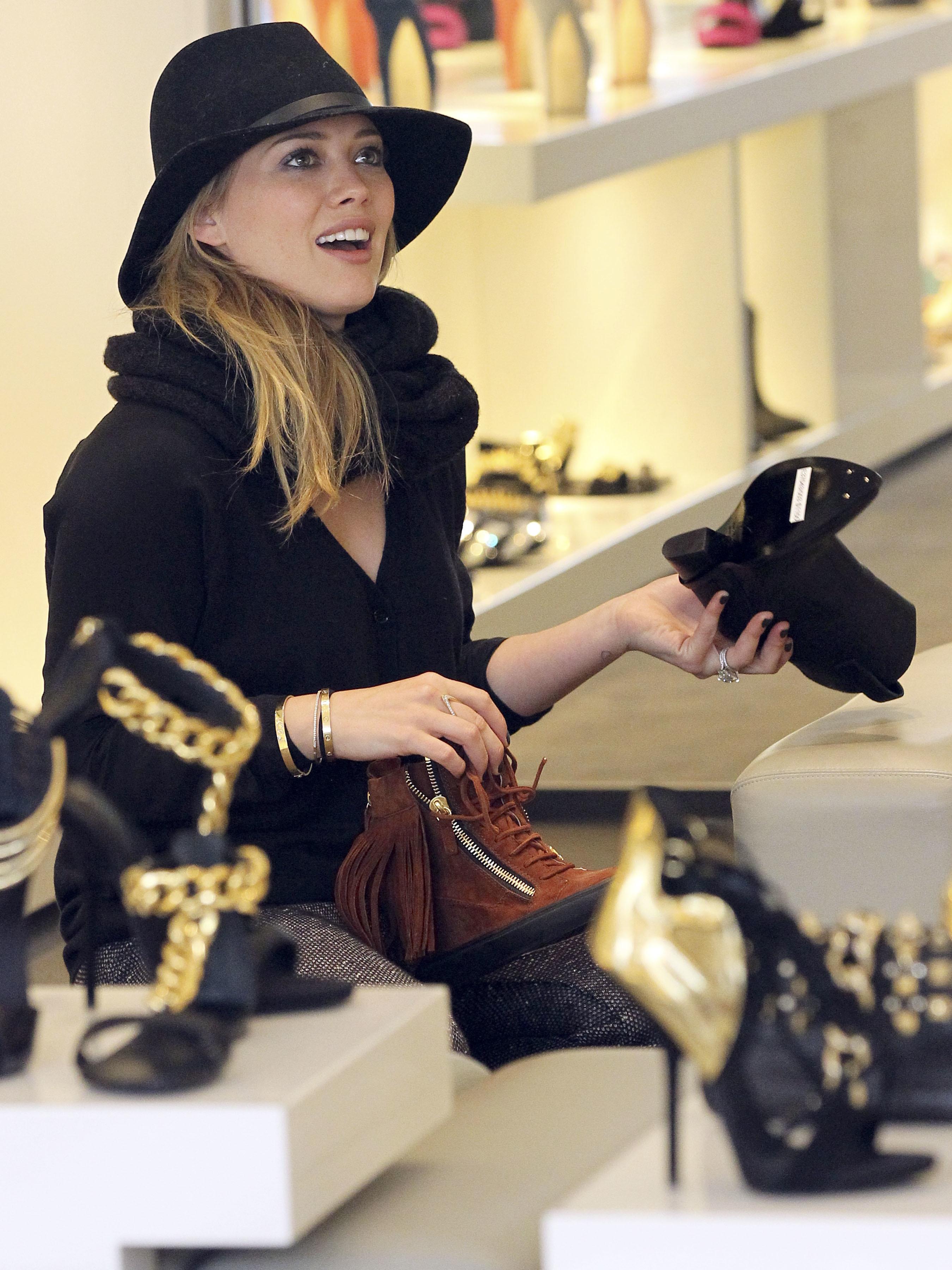 Hilary Duff shoe shopping