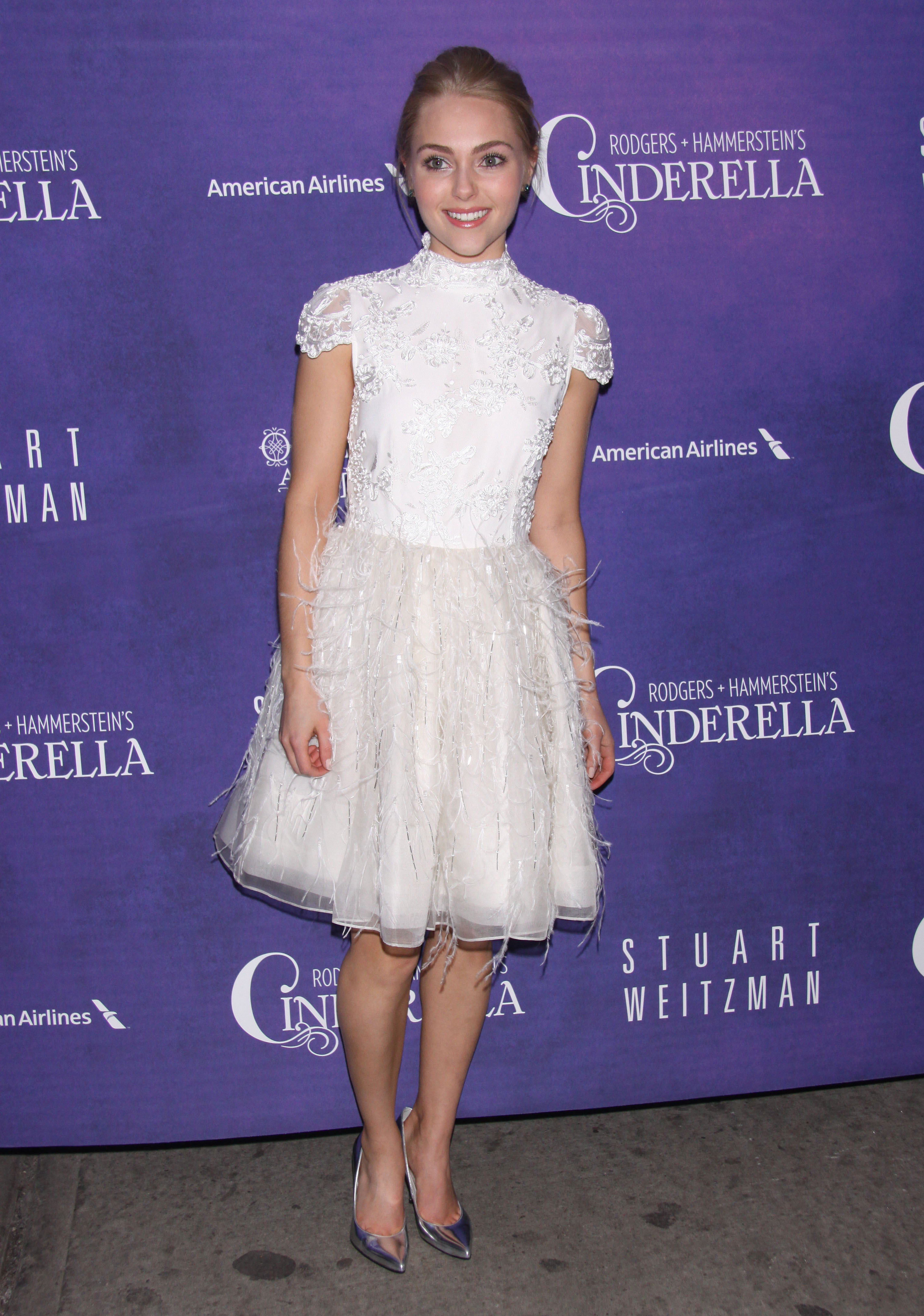 Annasophia robb carrie diaries white dress