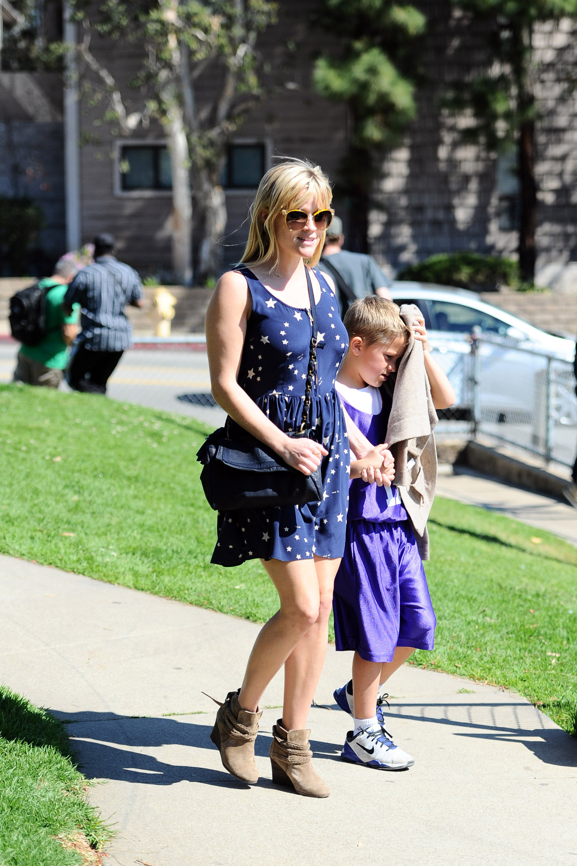 reese Witherspoon blue star dress