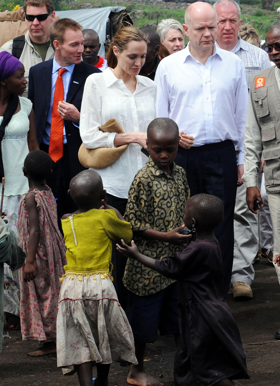 Angelina Jolie Brad Pitt Congo gold ring secret wedding